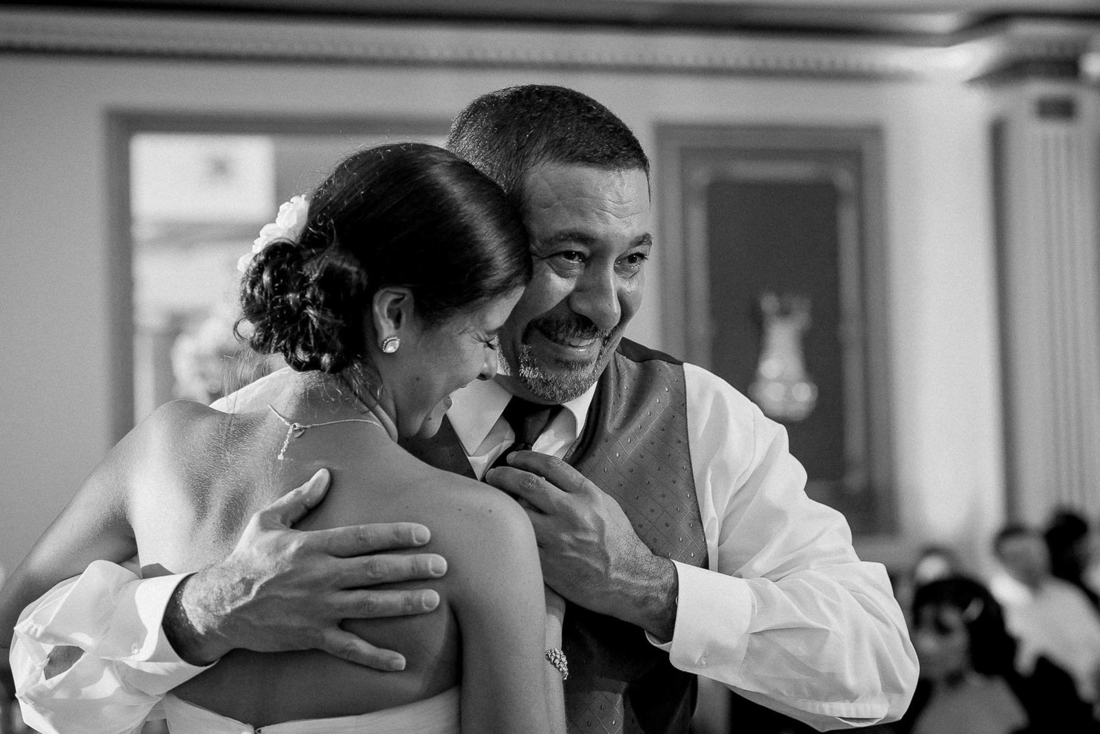 Bride dances with father, Mendenhall Inn, Kennett Square, Pennsylvania