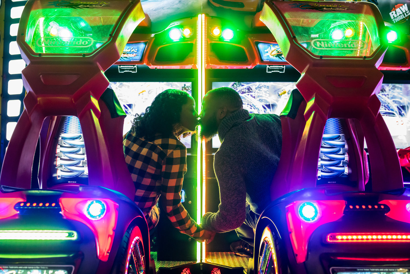 philadelphia-engagement-photo-race-pier-davebusters