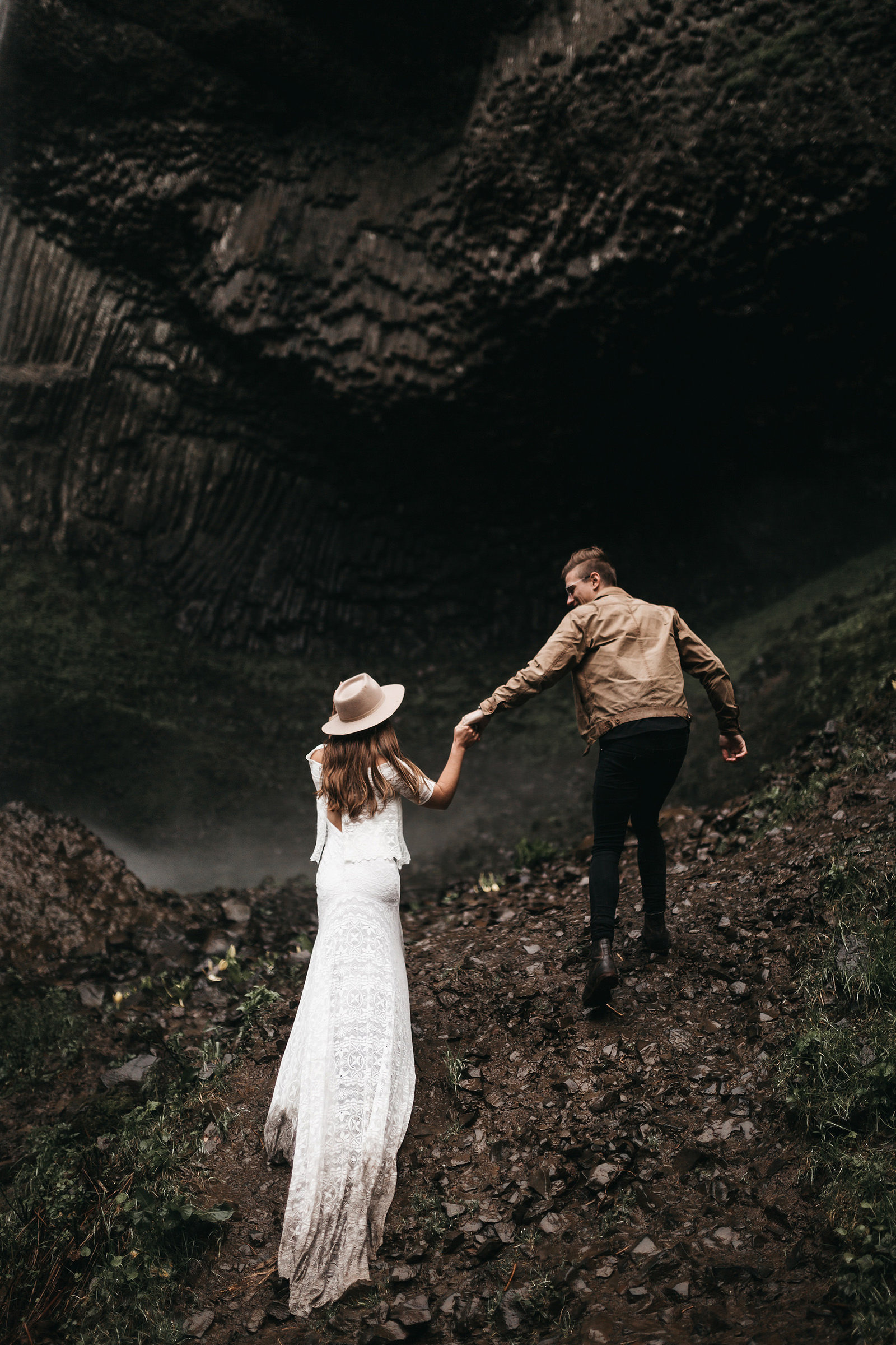 white-magazine-athena-camron-seattle-oregon-wedding-photography-woodlands-house-boho-elopement-inspiration-71
