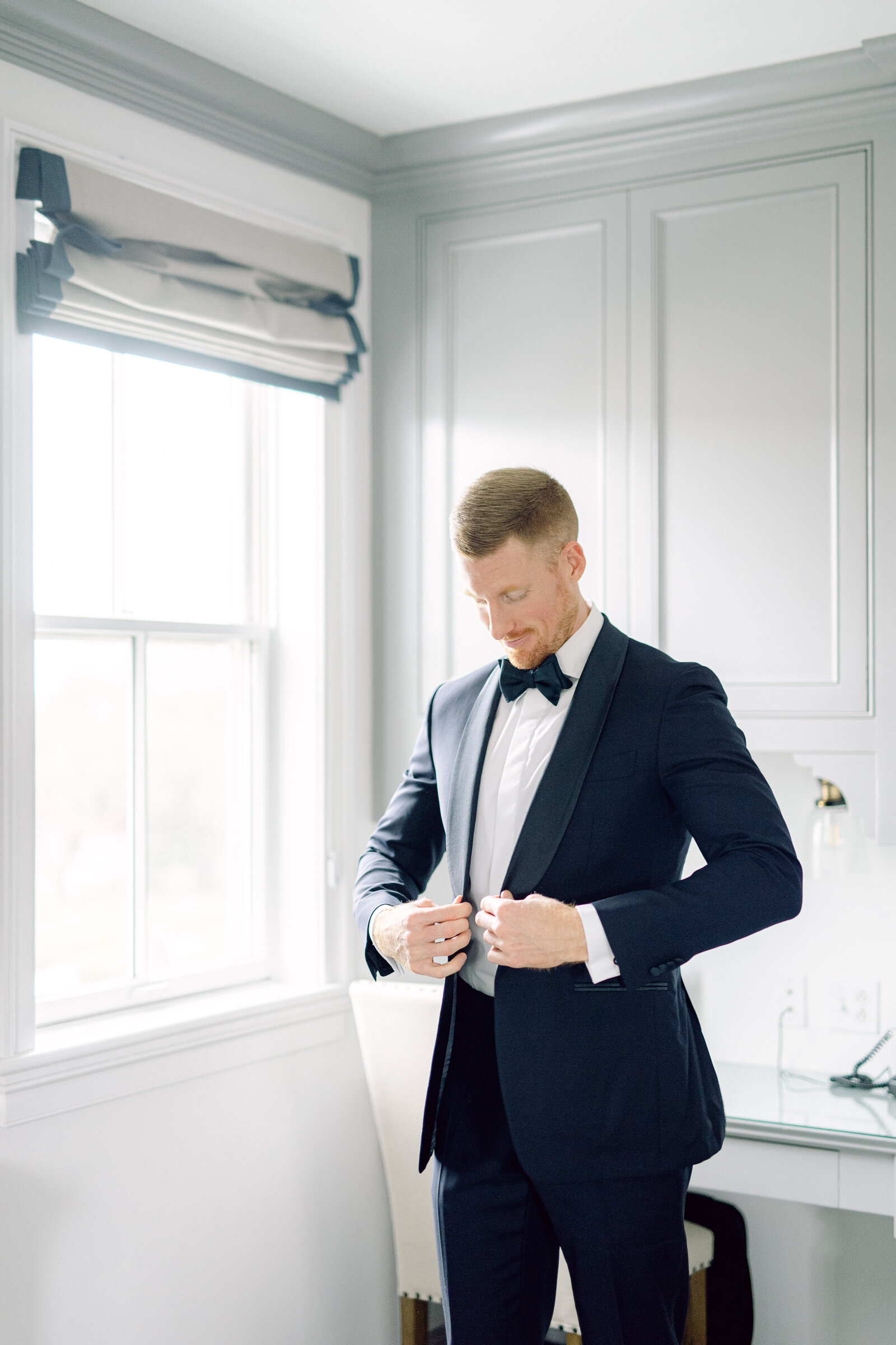 groom_navy_suit_mystic_wedding_1