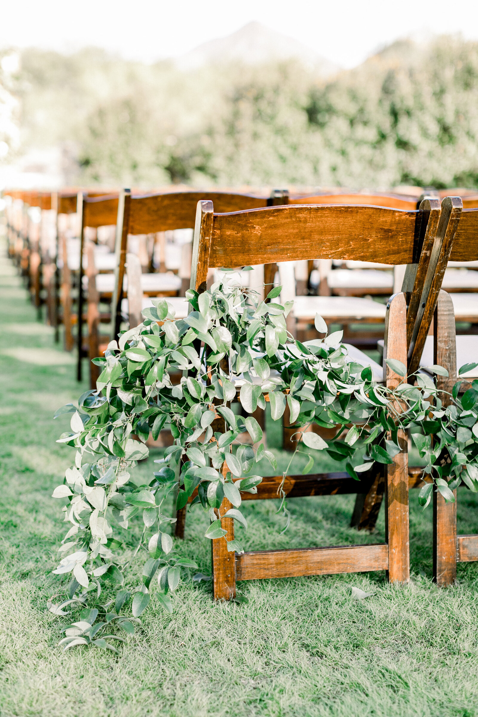 florists-phoenix-az-aisle-chair-greenery