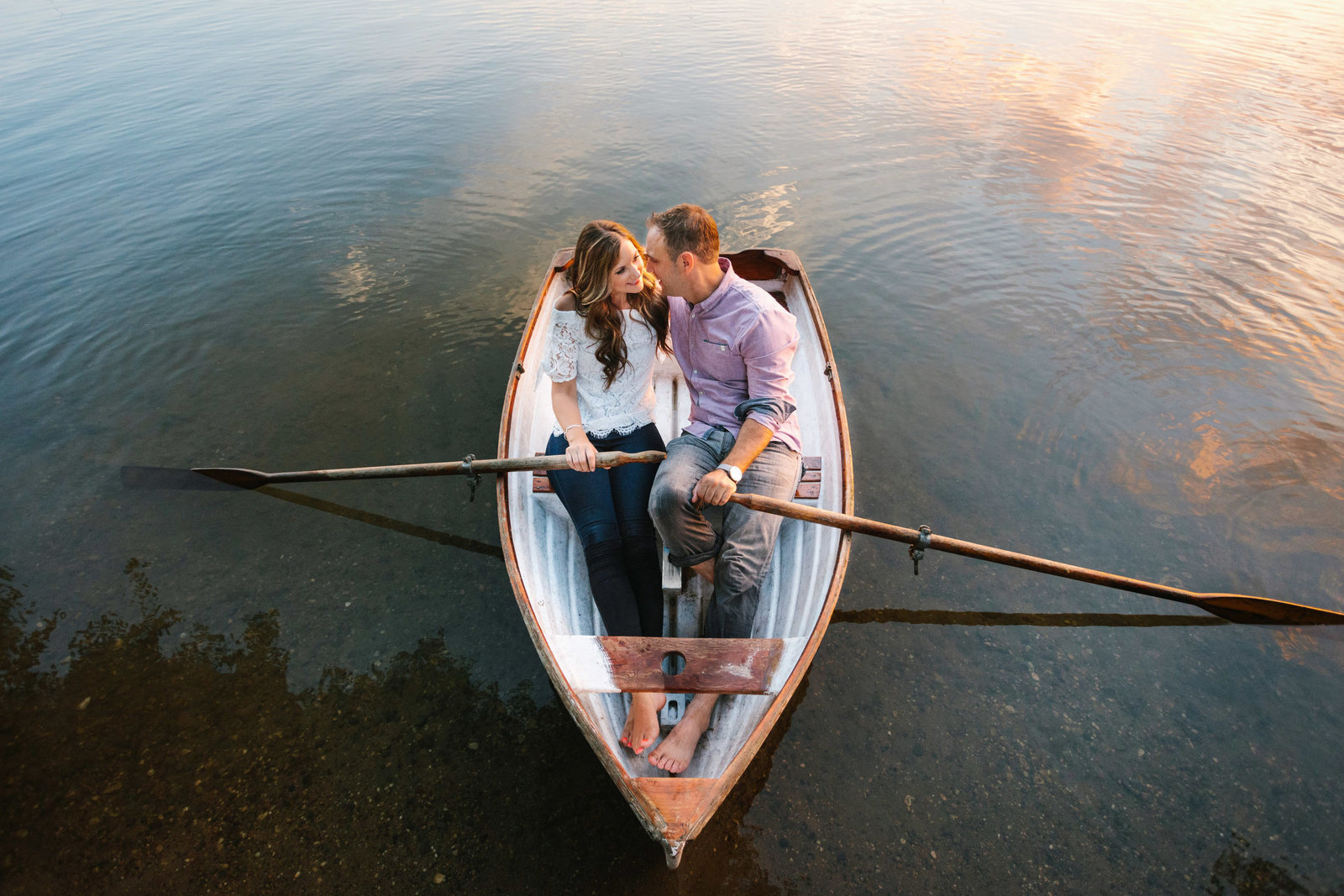 Lake-Calhoun-Summer-Engagement-Session-Row-Boat