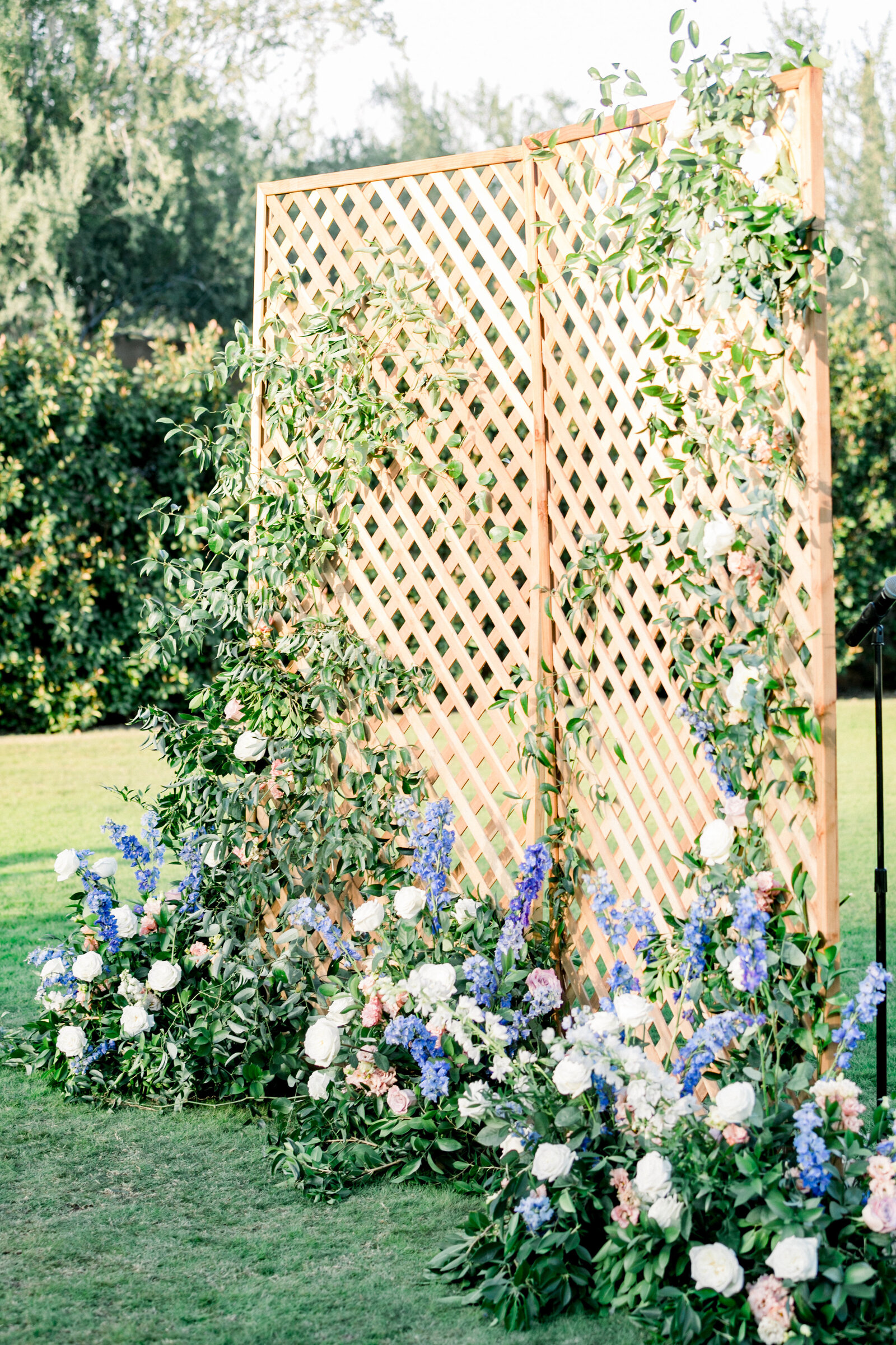 tempe-florist-wedding-altar-flowers