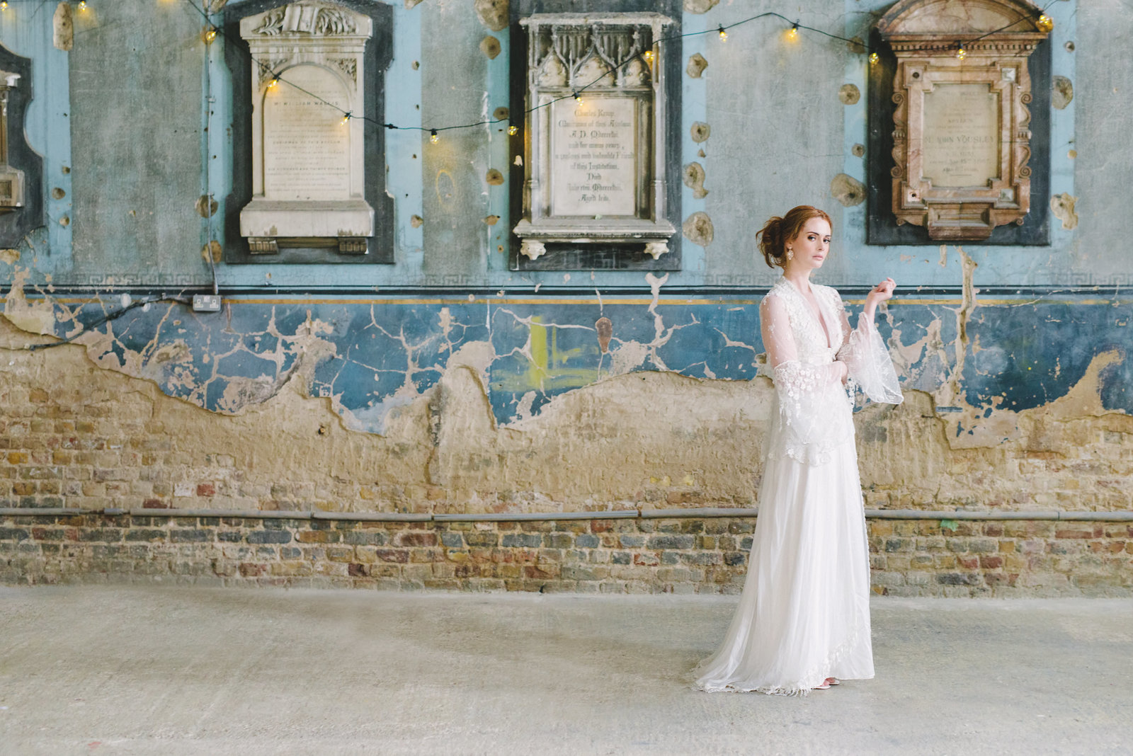 Ivory_silk_antique_lace_bohemian_wedding_dress_JoannelemingDesign_SussieMellstedtPhoto (12)