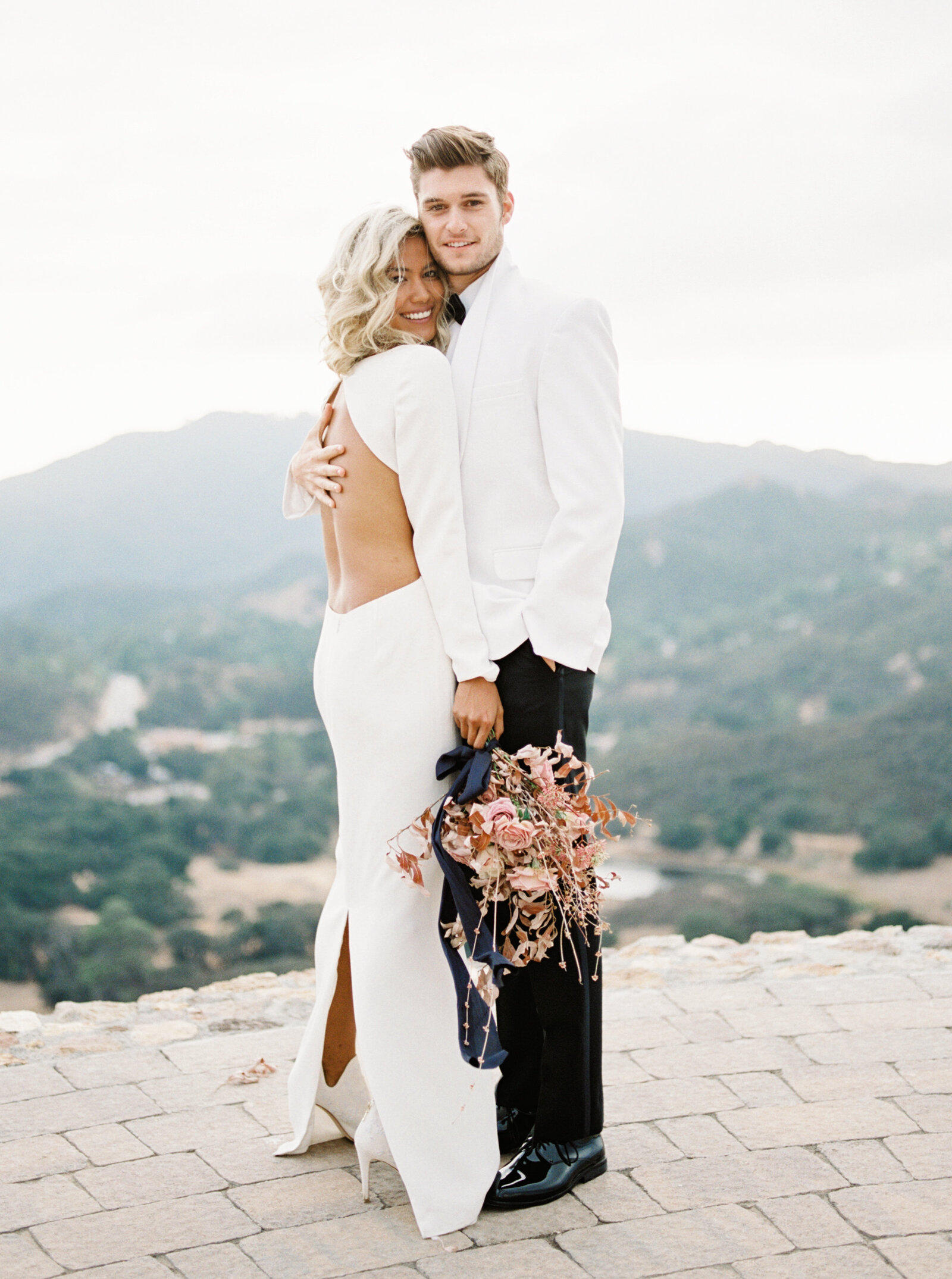 malibu-rocky-oaks-modern-white-wedding