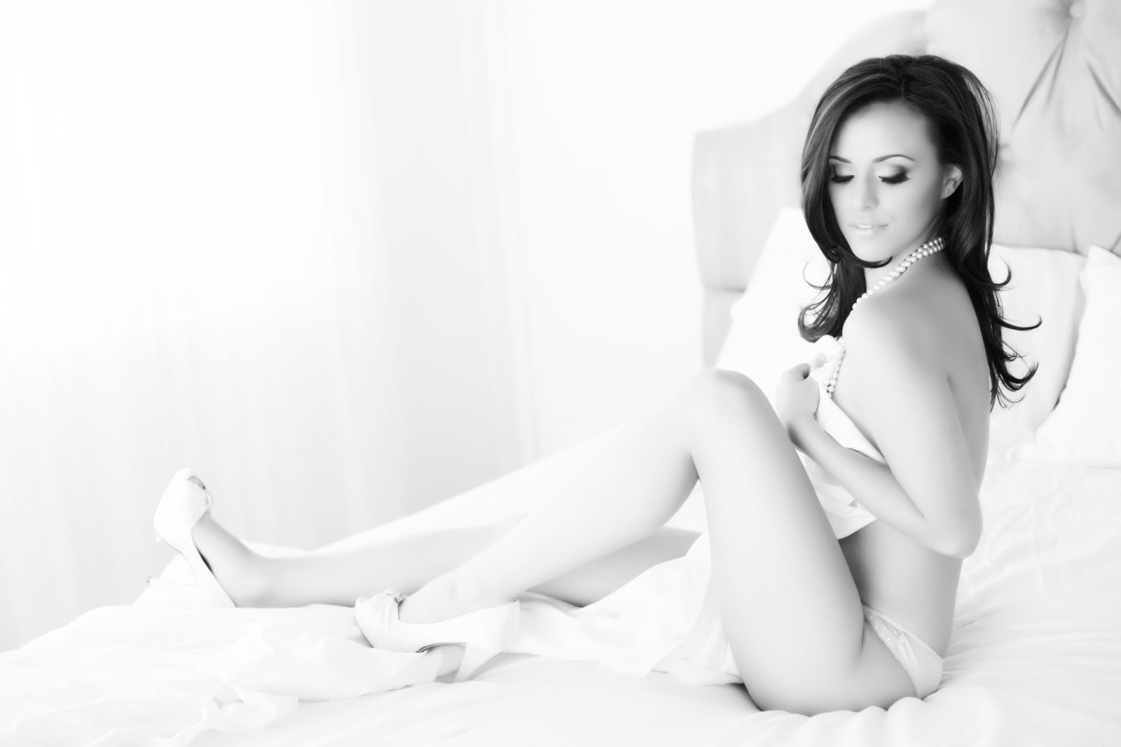 sassy black and white boudoir, tempe boudoir photos