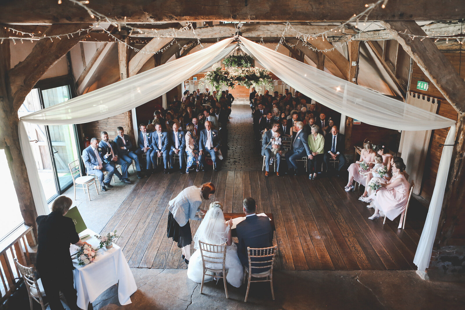 LAINS-BARN-WEDDING-PHOTOGRAPHER-FUN-REALXED-0033