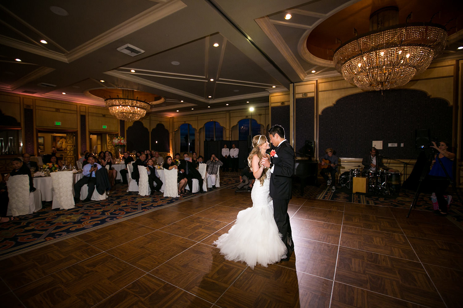first dance with beautiful ulighting