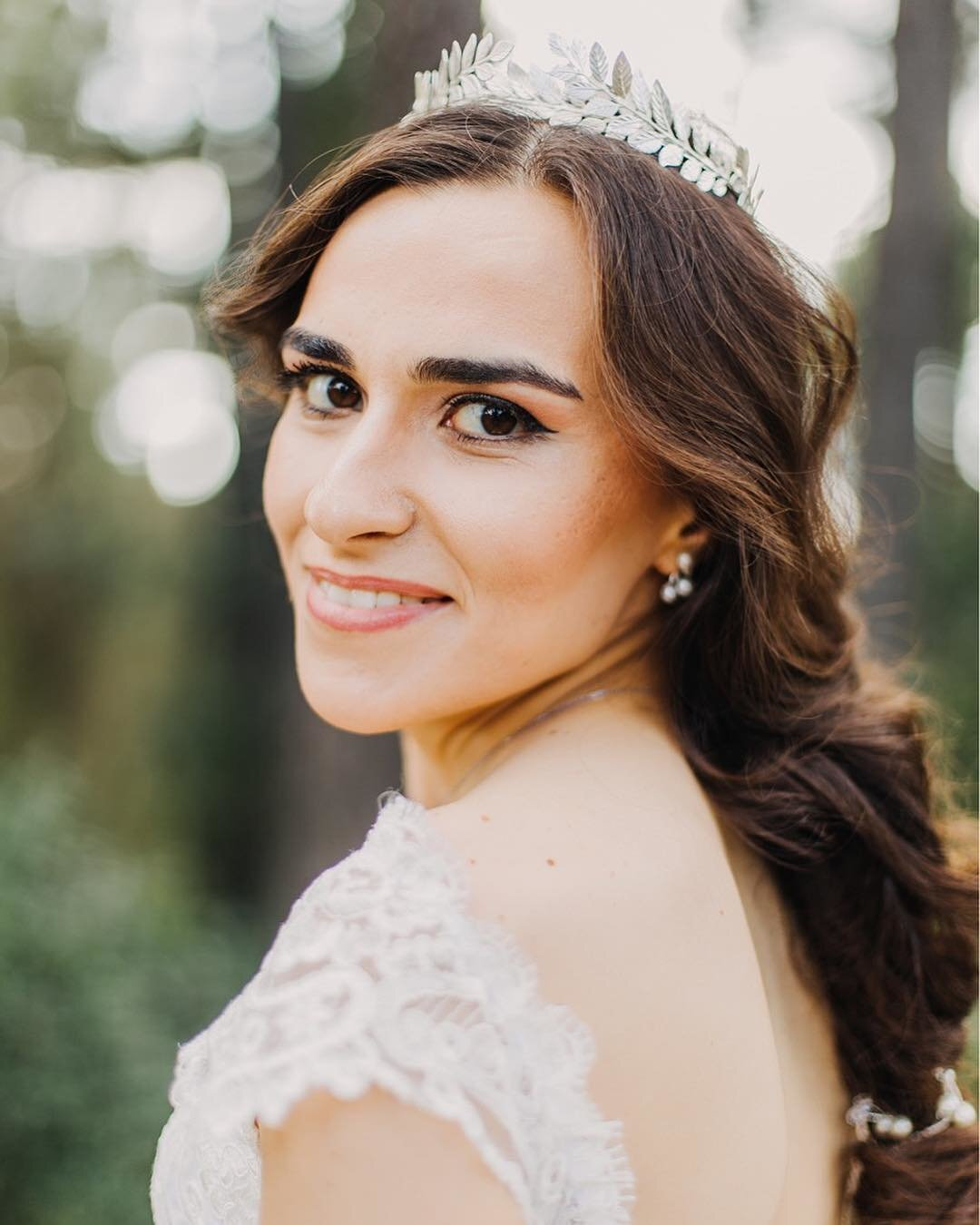 Bride Eylem wearing custom Daphne crown in silver3