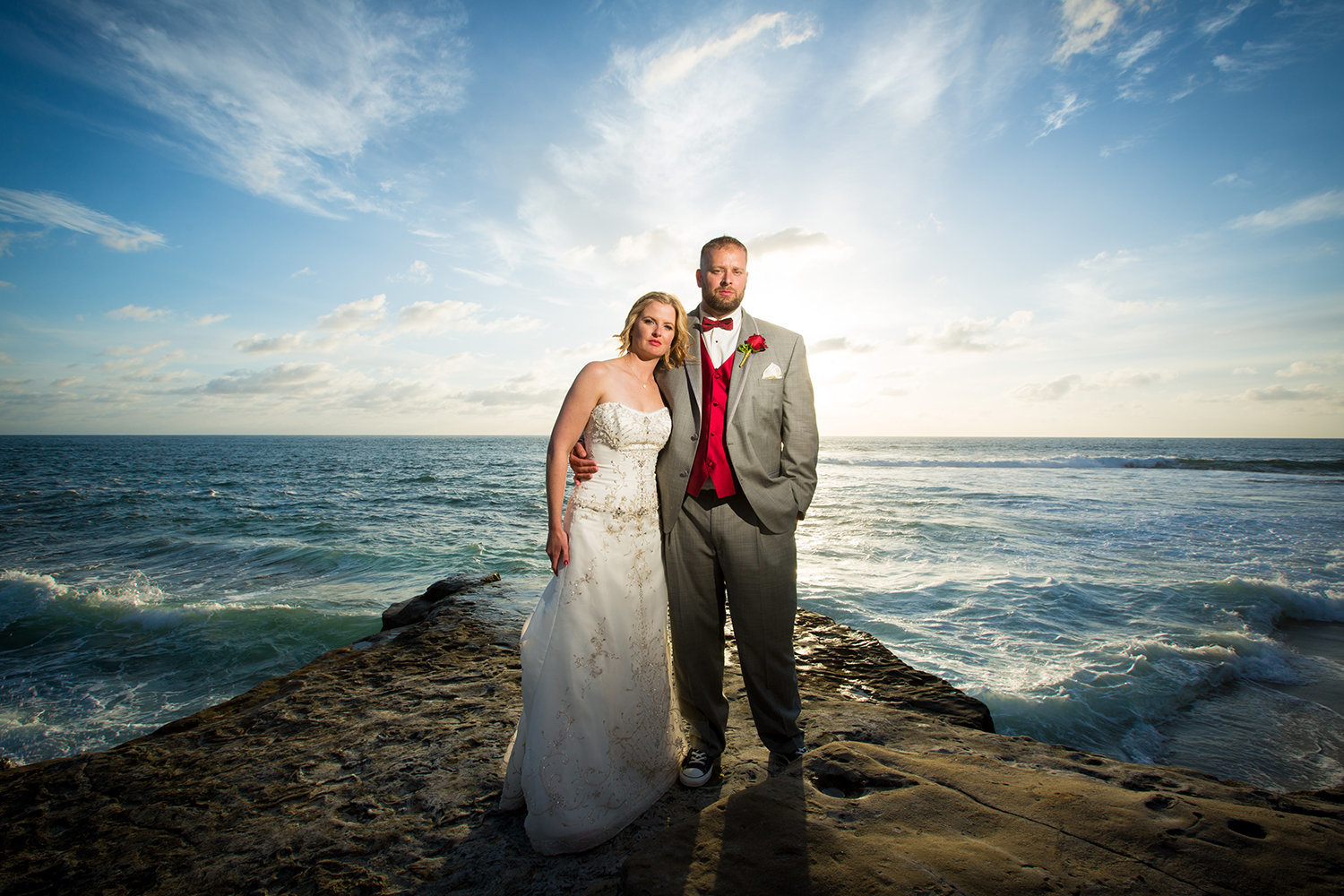 bride and groom with pacific ocean at darlington house