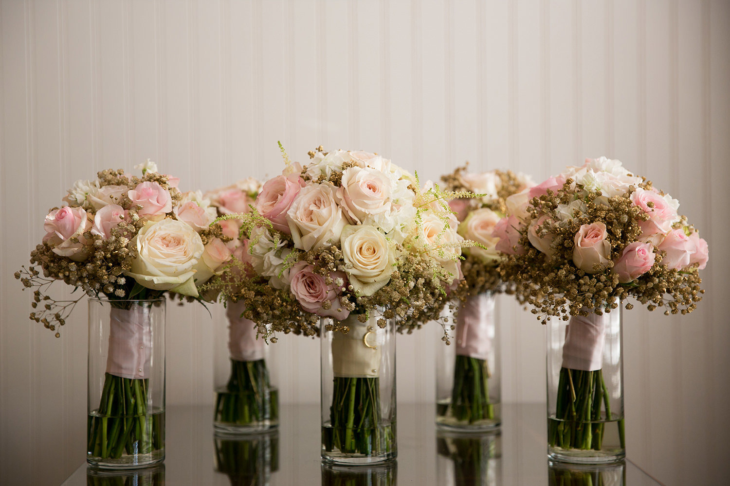Bouquet detail photo with pink roses