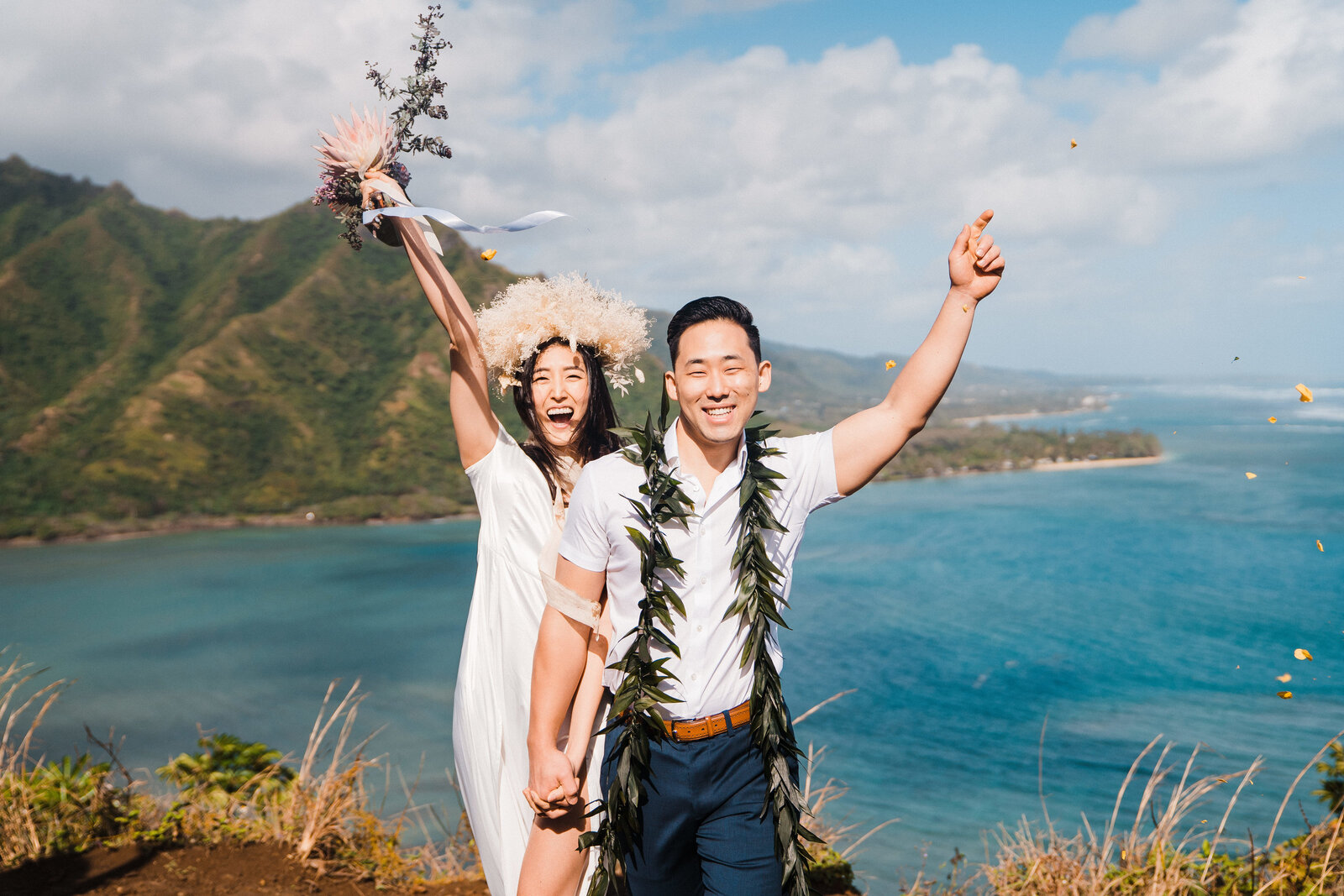 crouching lion elopement hawaii adventure wedding