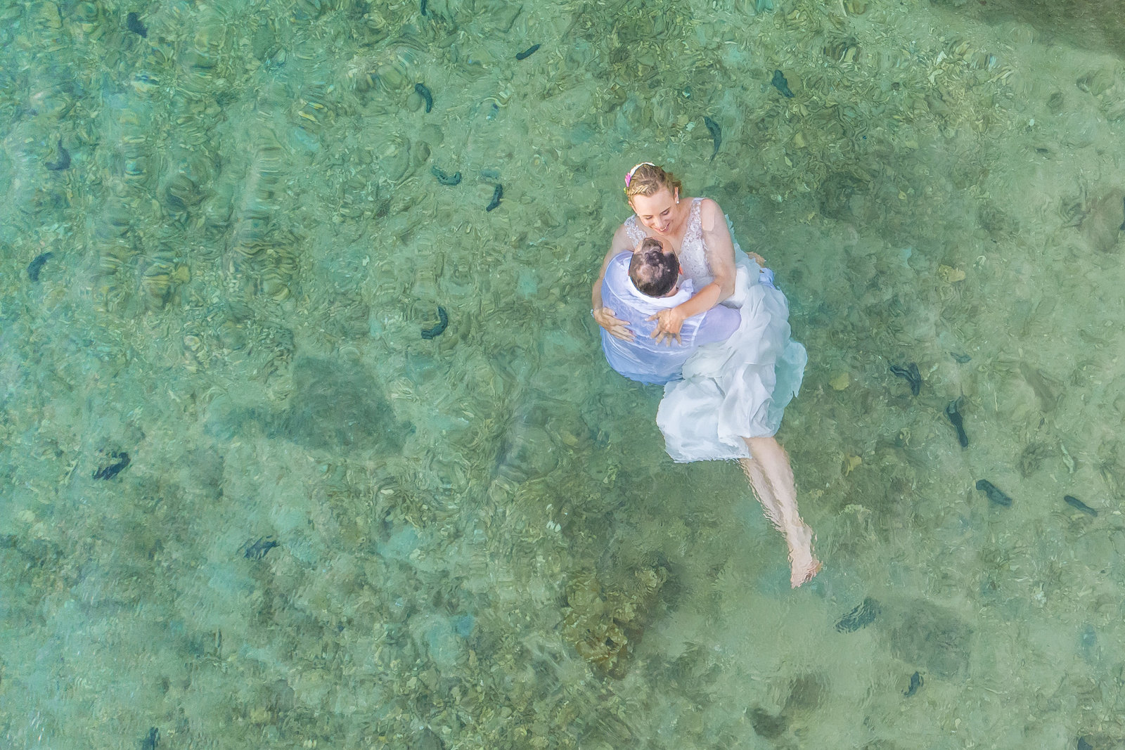 wedding couple in the sea