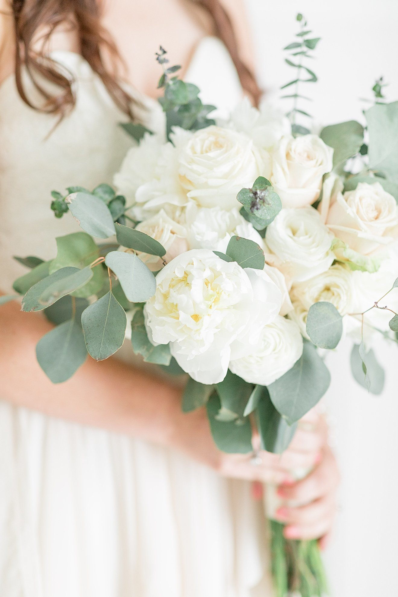 white-and-green-bridal-bouquet_0001