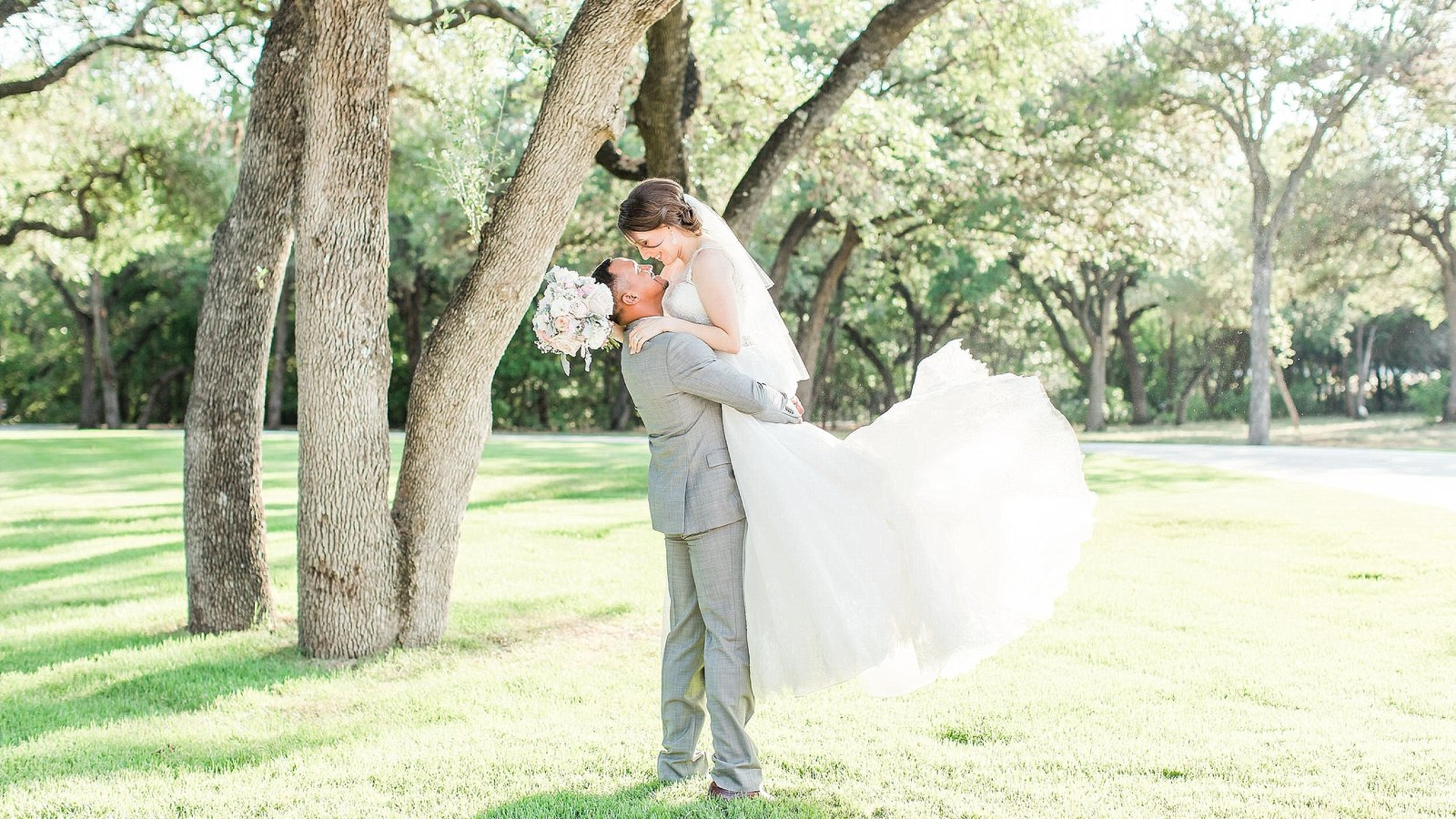 new braunfels wedding photographer The Chandelier of Gruene wedding photos_0024-1-1