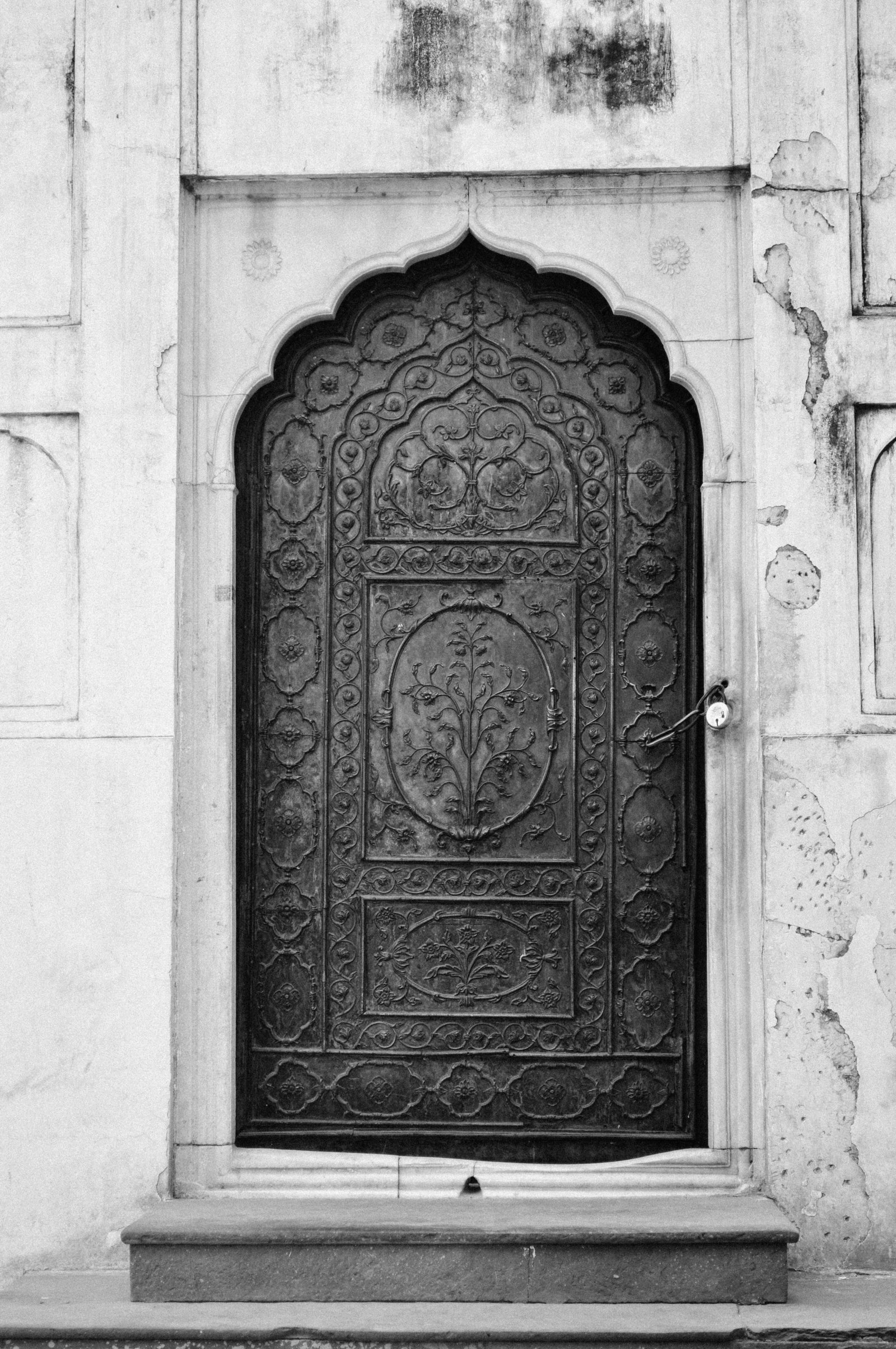 fatehpur-sikri-lead-images-antique-ornate-door-india (1 of 1)