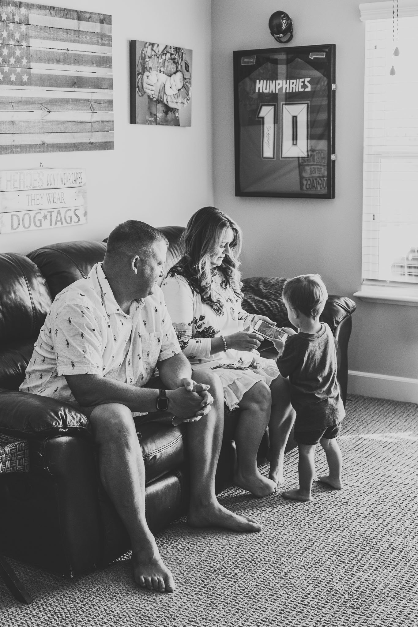 Oahu, Hawaii Lifestyle Photographer - Lifestyle Photography - Brooke Flanagan Photography - Family shot at home in black and white
