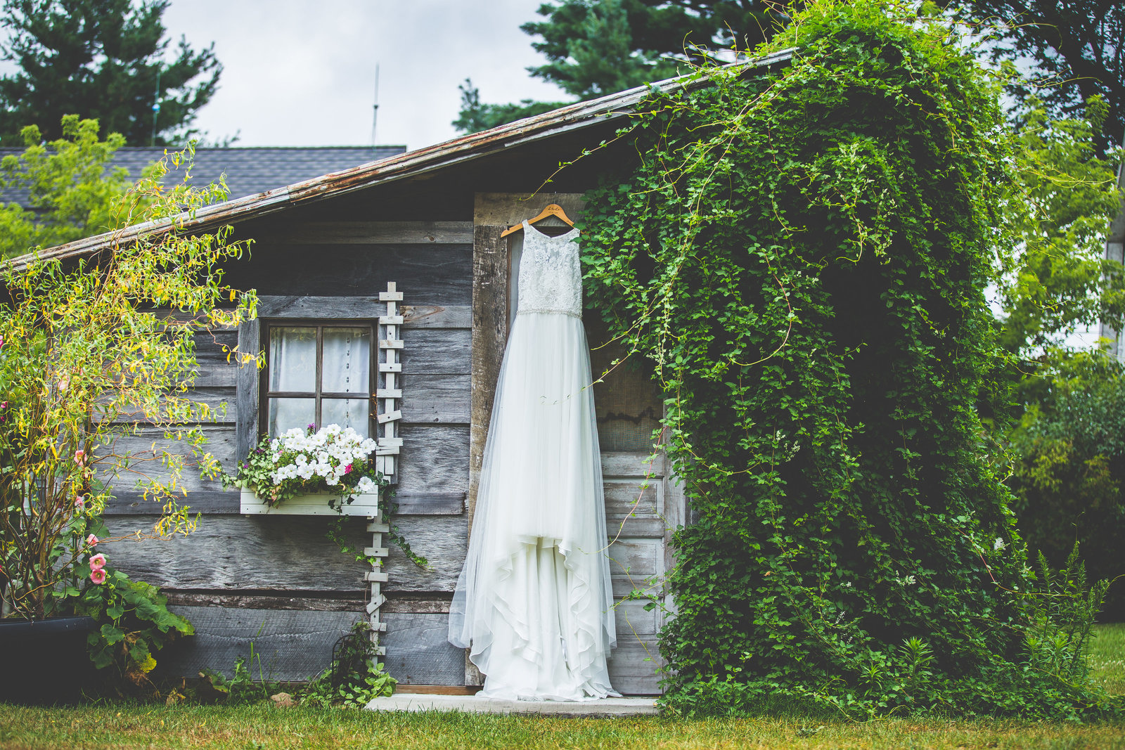 Michigan wedding taking place at the Milestone Barn in Bannister MI