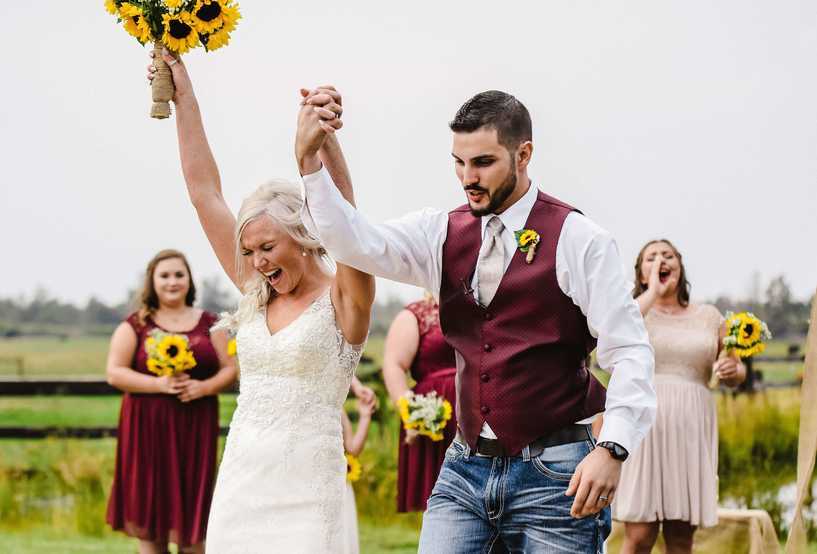Lively summer wedding at Sky Hawk Ranch in Terrebonne, Oregon near Smith Rock State Park. Photo by Lexsey Lanzotti, AKA Zotti