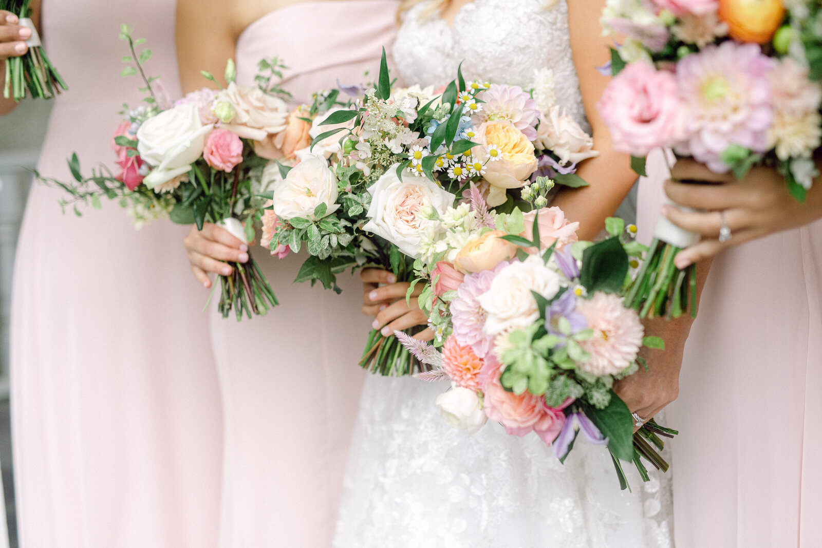 colorful_bridesmaids_bouquets_2