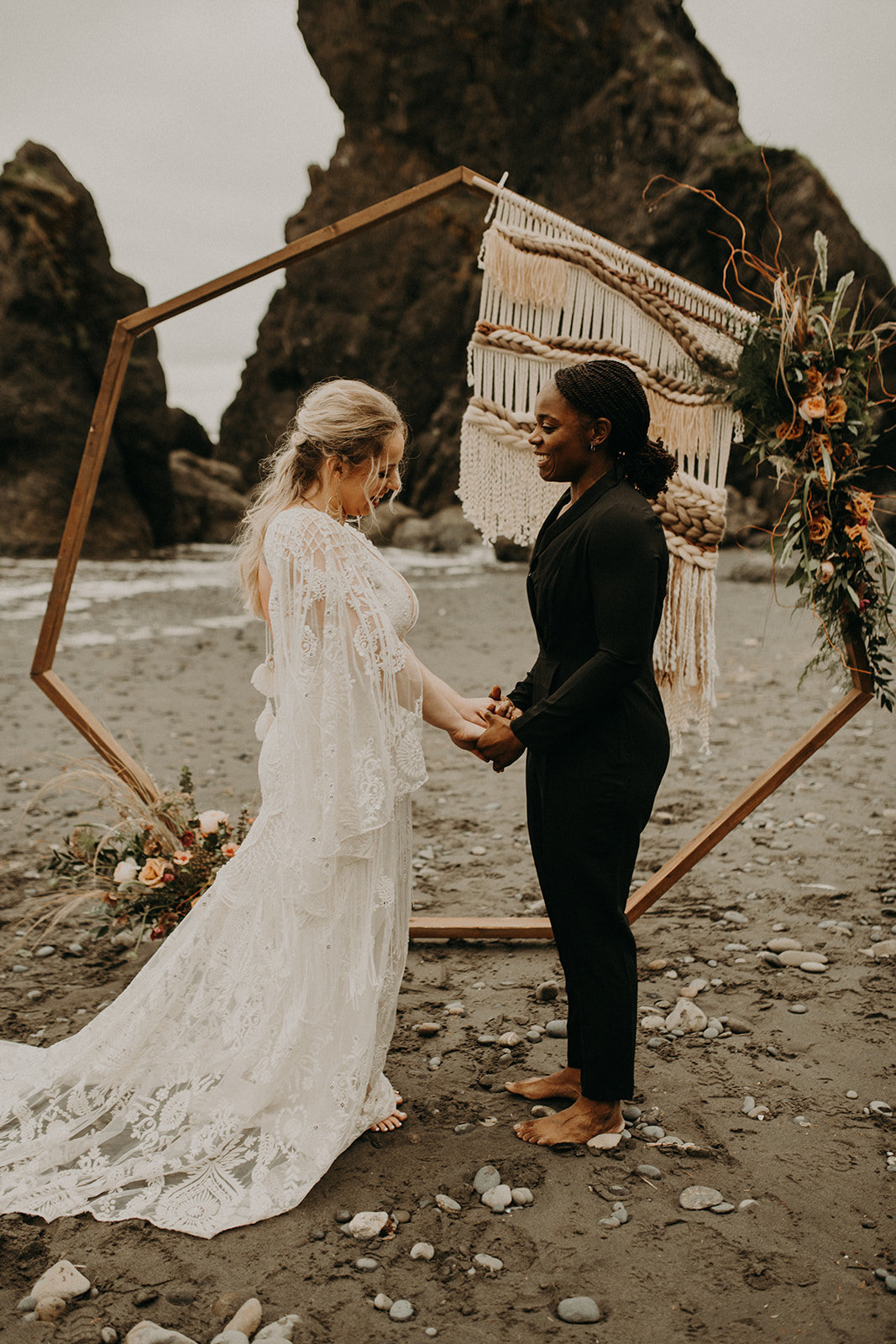 Ruby_Beach_Styled_Elopement_-_Run_Away_with_Me_Elopement_Collective_-_Kamra_Fuller_Photography_-_Ceremony-14