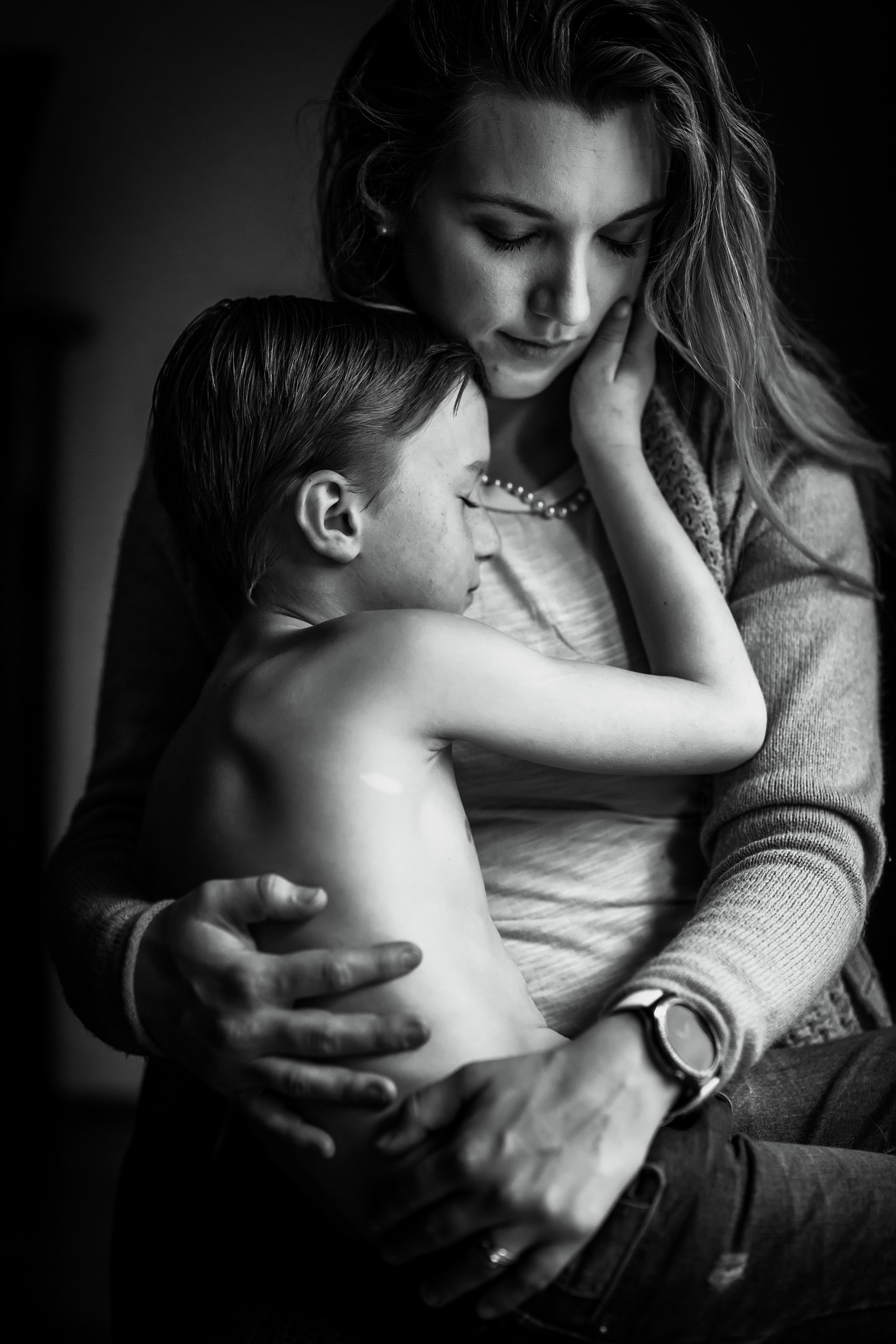 family photographer, columbus, ga, atlanta, wander years, tween boy hugging mom, holding her face, ker-fox photography_1734