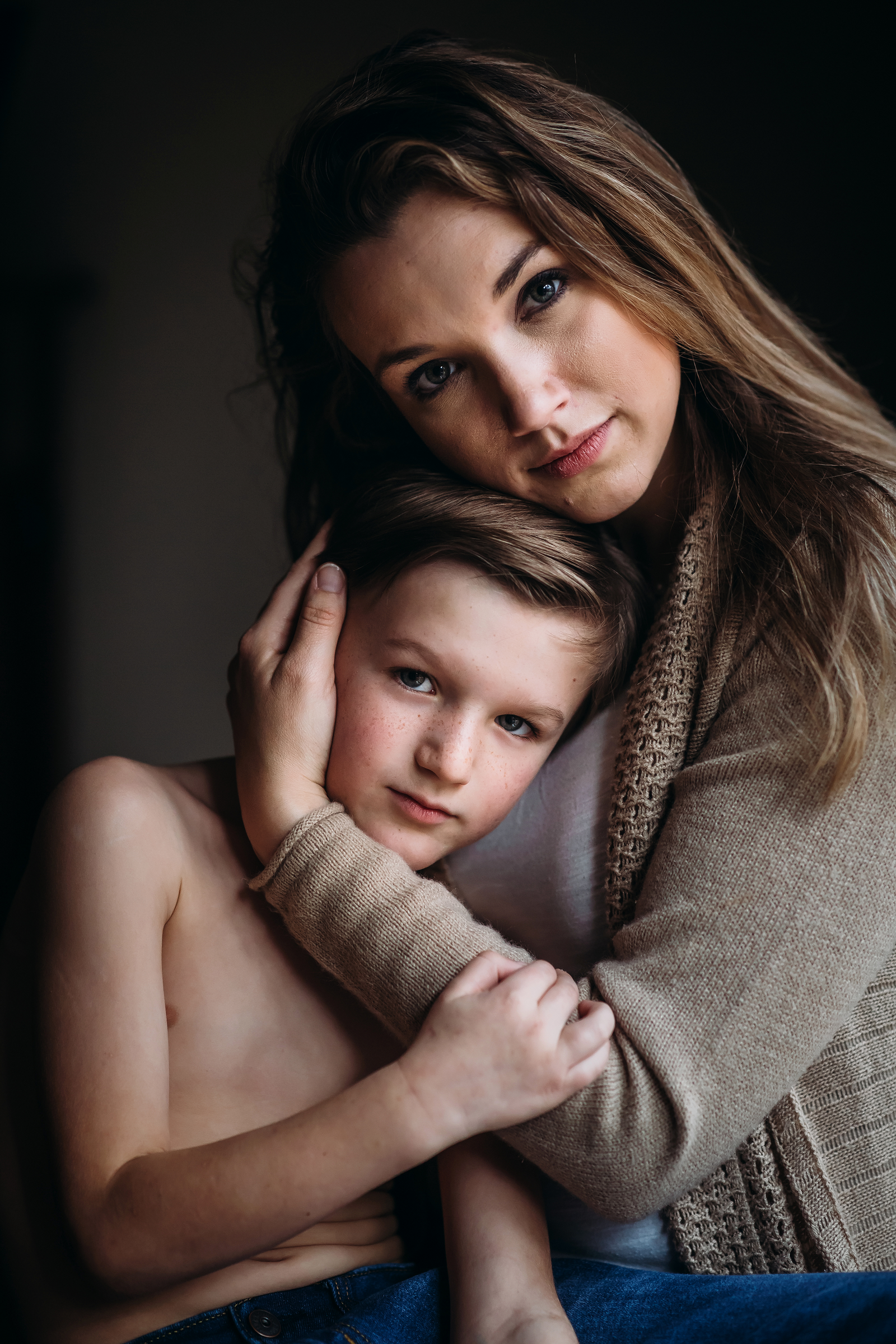 family photographer, columbus, ga, atlanta, wander years, tween boy hugging mom, holding his face, ker-fox photography_1753