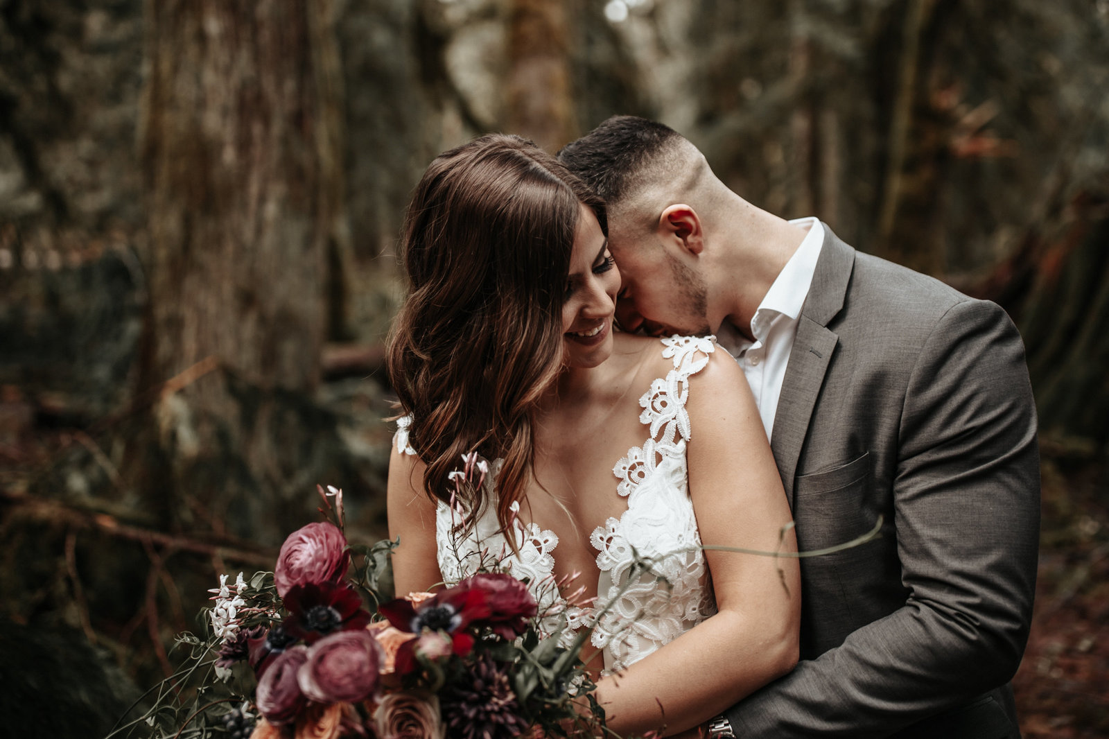 bride-groom-forest-elopement