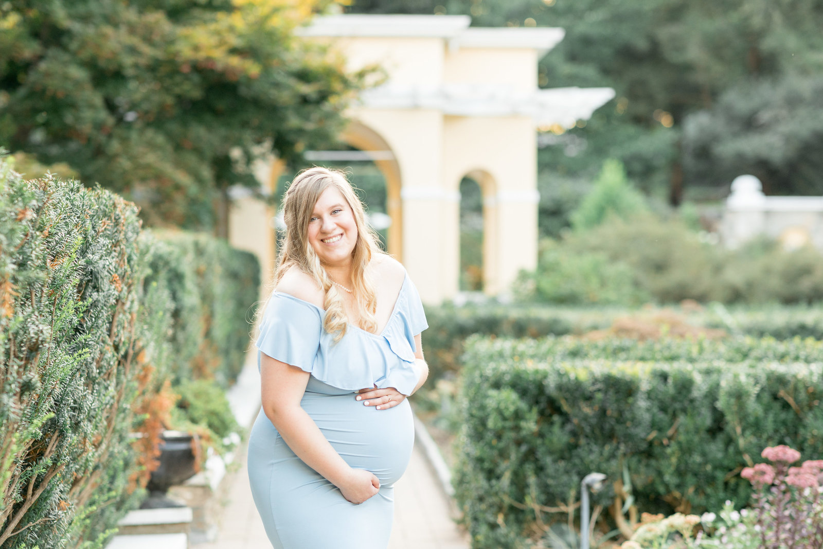kimberly-ben-summer-maternity-photo-session-at-airlie-warrenton-va-019