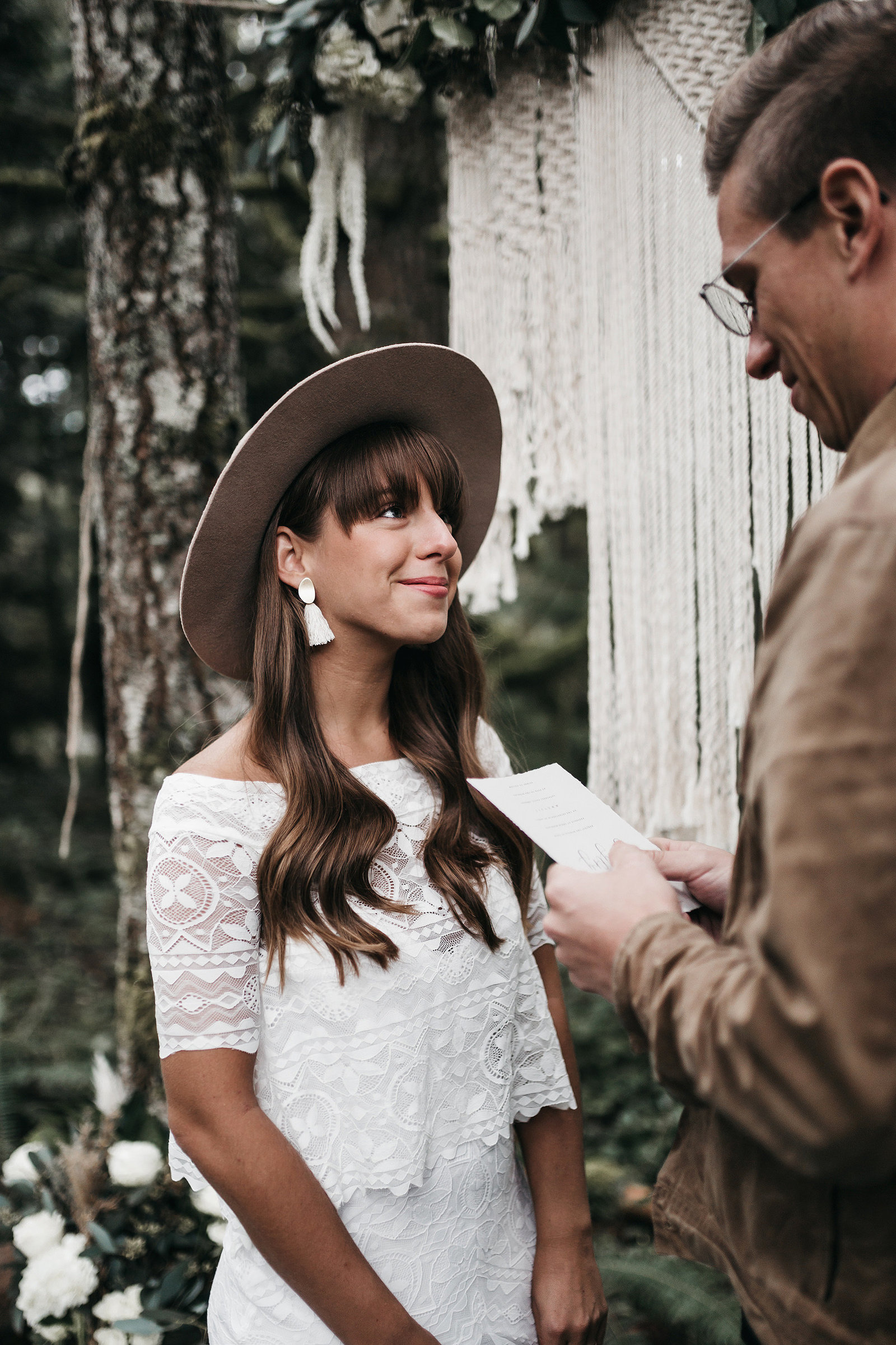 white-magazine-athena-camron-seattle-oregon-wedding-photography-woodlands-house-boho-elopement-inspiration-37