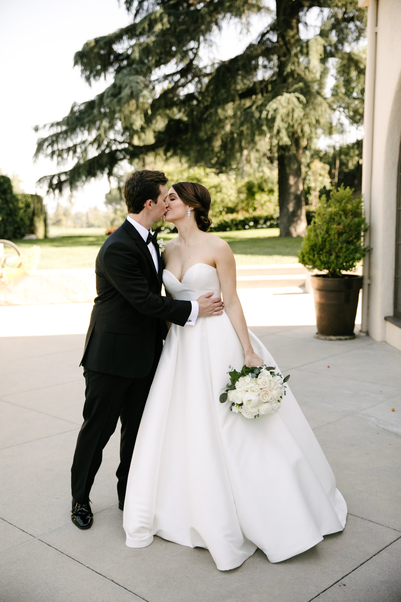 bride and groom together in atladena country club la wedding