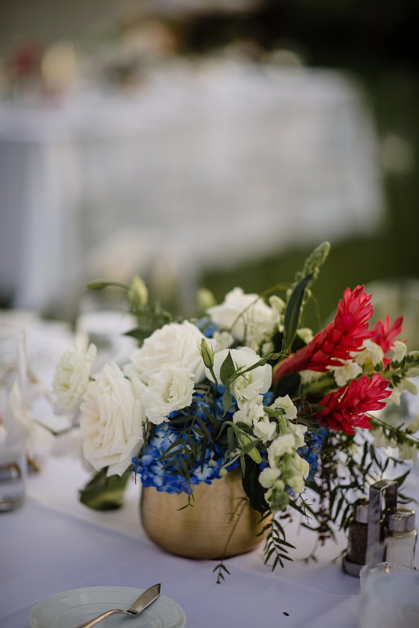 modern elegant wedding florals