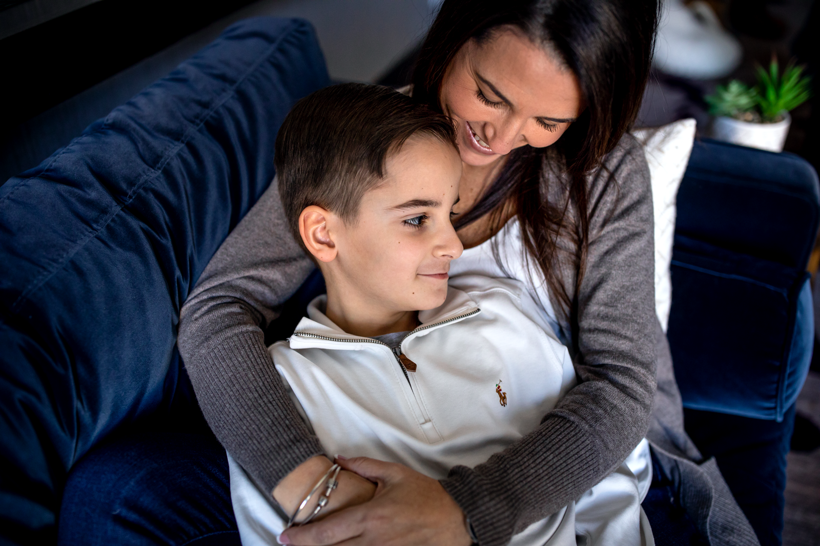 family photographer, columbus, ga, atlanta, wander years, mom hugging son on couch, ker-fox photography_0703