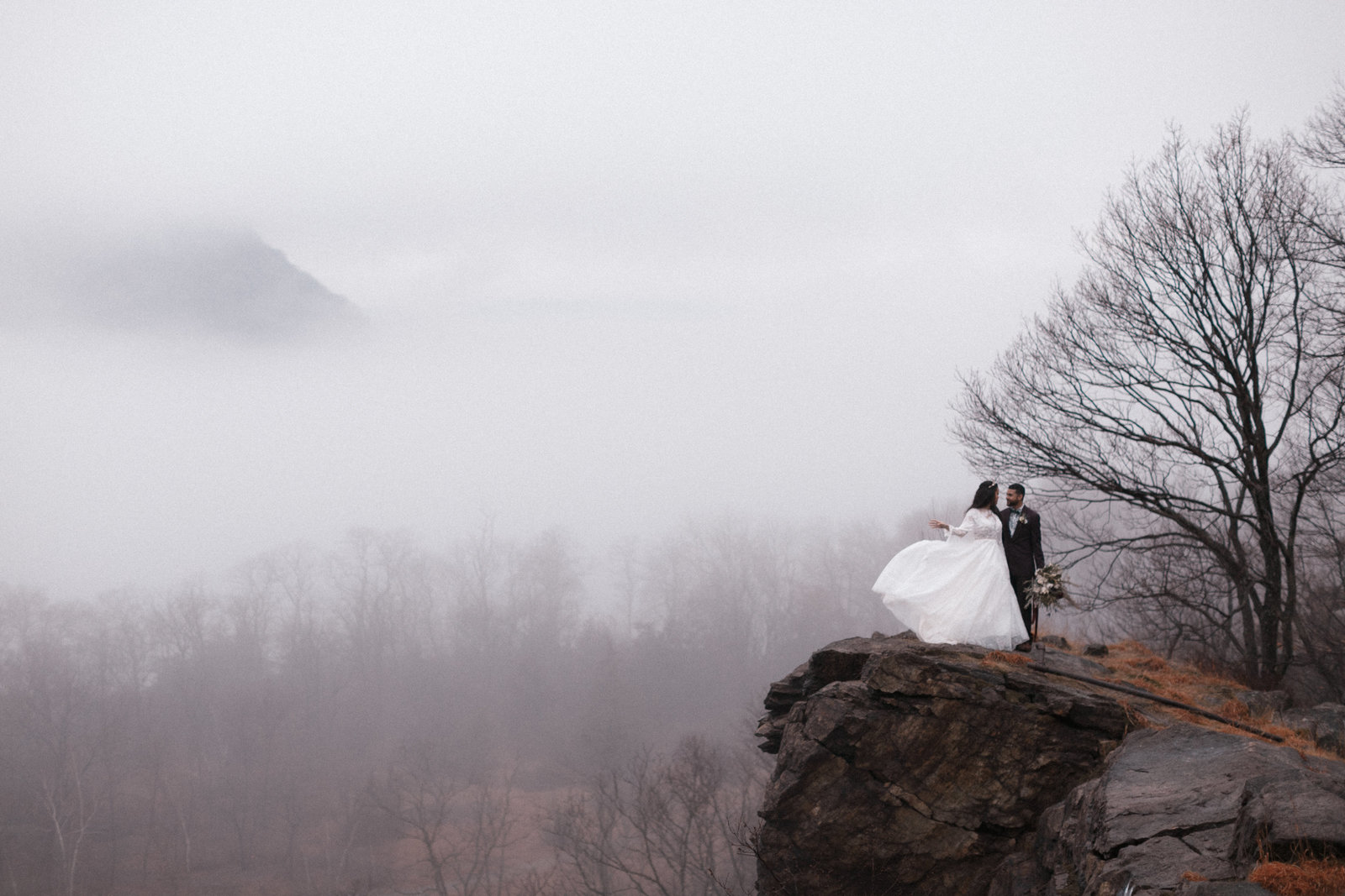 winter-wedding-upstate-new-york-adventurous-elopement