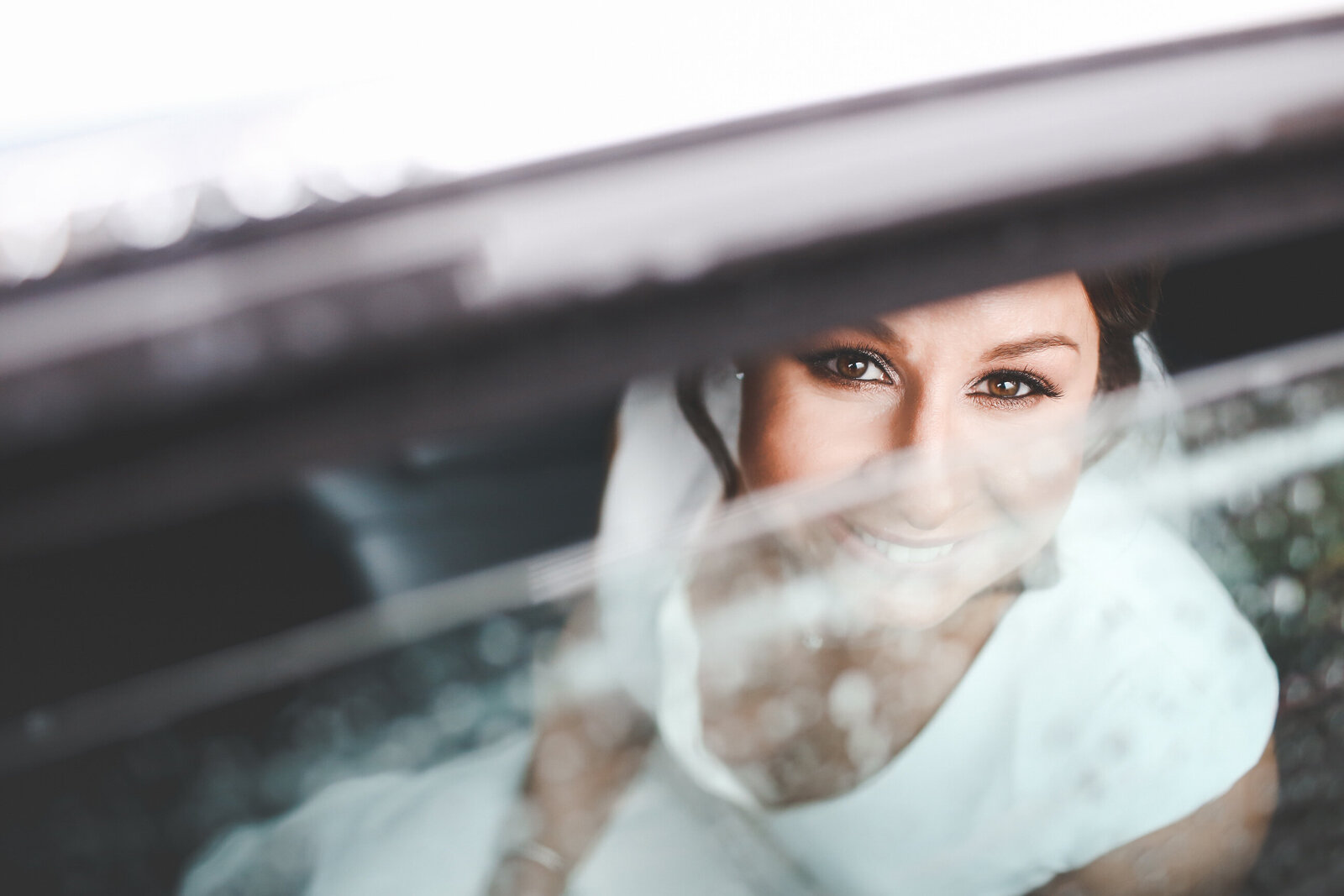 WP-SURREY-WET-WEDDING-RAINY-BEAUTIFUL-EYES_0006