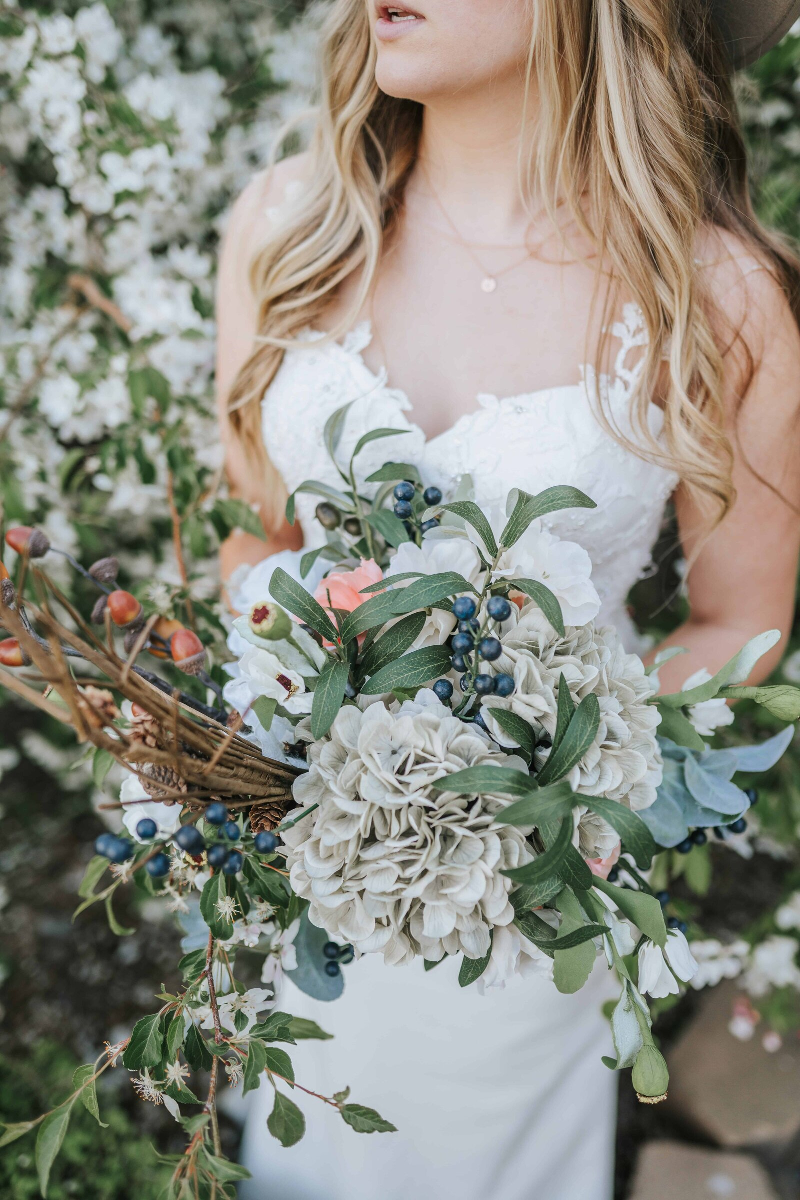 bride and unique flower bouquet Chattanooga Tennessee