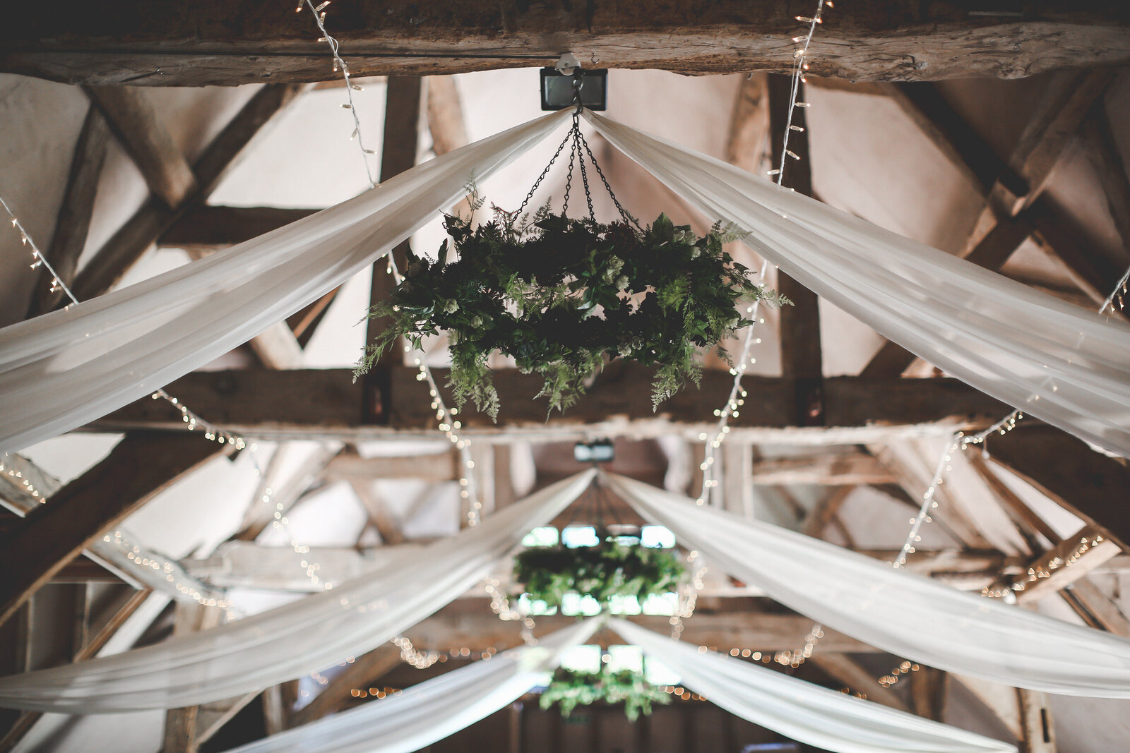 LAINS-BARN-WEDDING-PHOTOGRAPHER-FUN-REALXED-0024