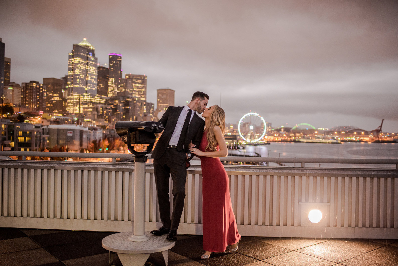 Pikes_Place_seattle_engagement-photos_Julianna_J_Photography-21