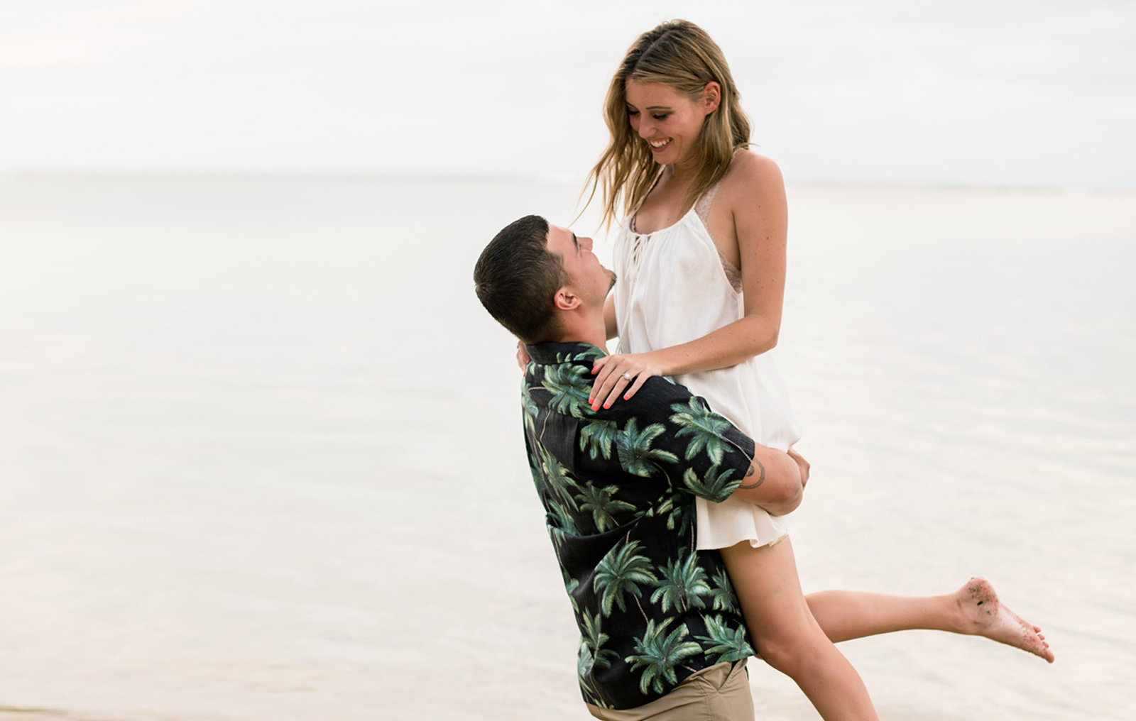 Honolulu engagement photographers