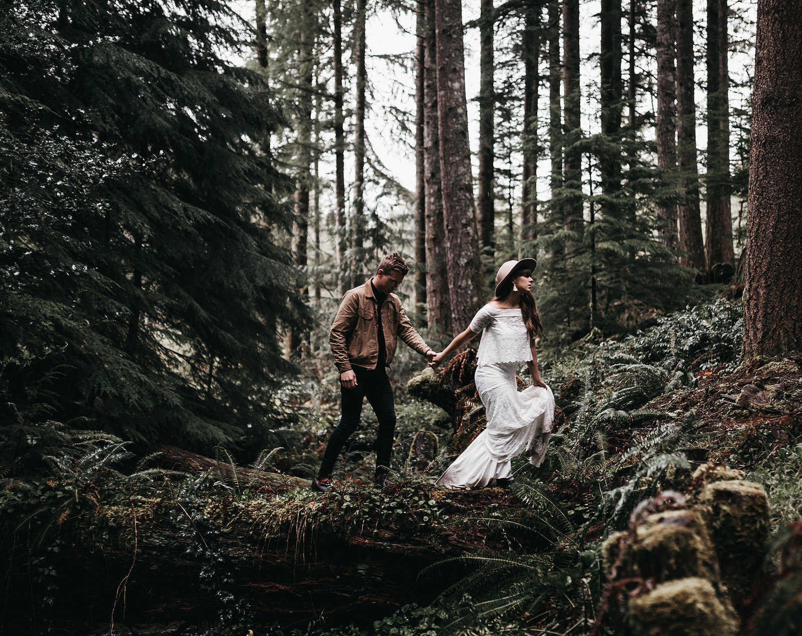white-magazine-athena-camron-seattle-oregon-wedding-photography-woodlands-house-boho-elopement-inspiration-56
