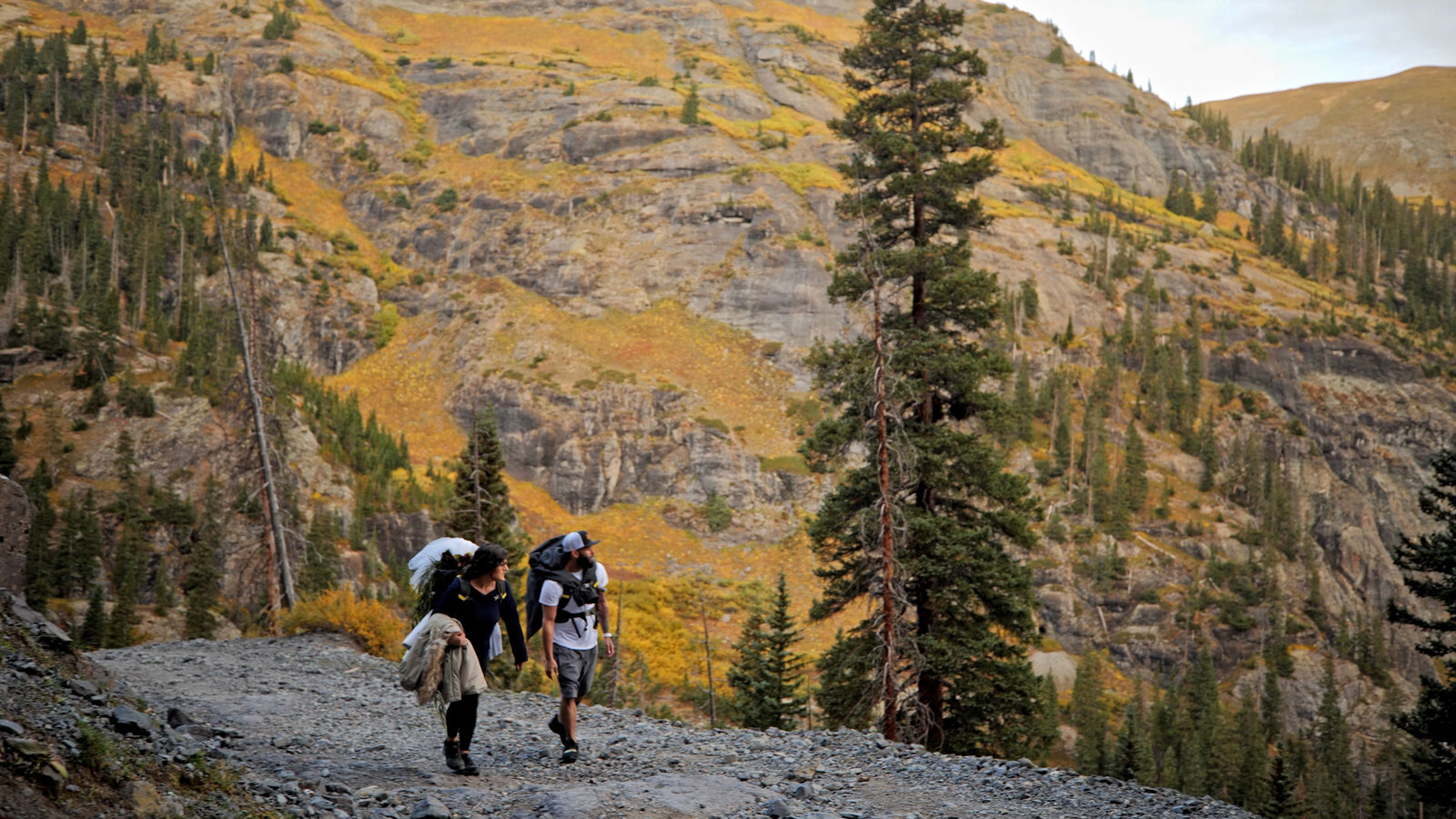 fall hiking elopement video | Colorado elopement video