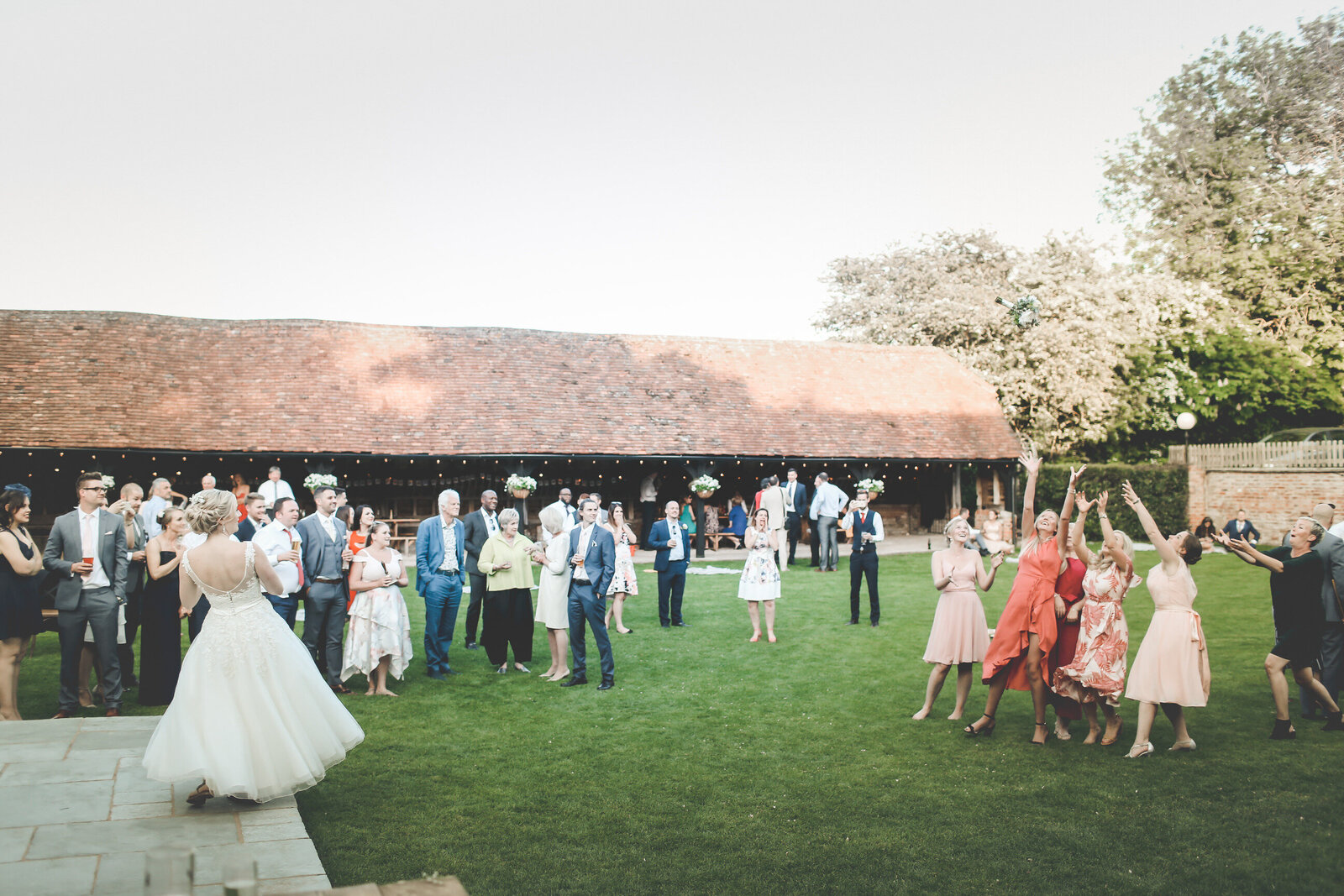 LAINS-BARN-WEDDING-PHOTOGRAPHER-FUN-REALXED-0066