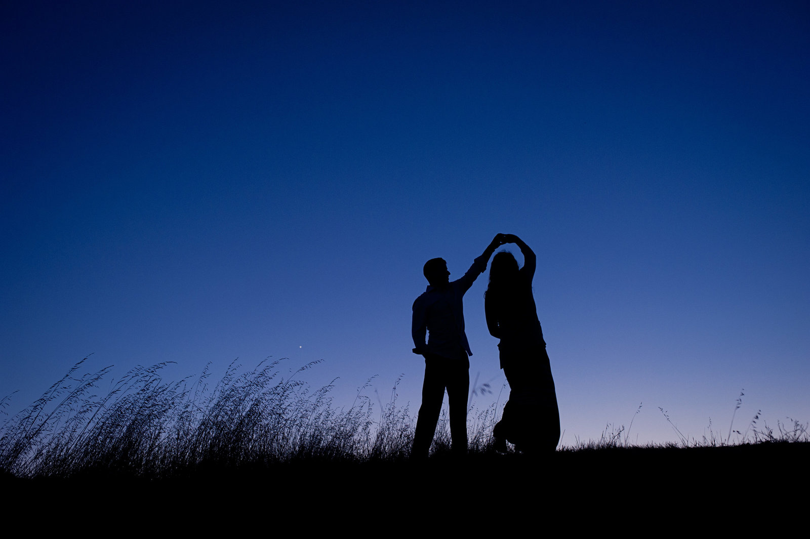 Couple Dancing  Silhouette