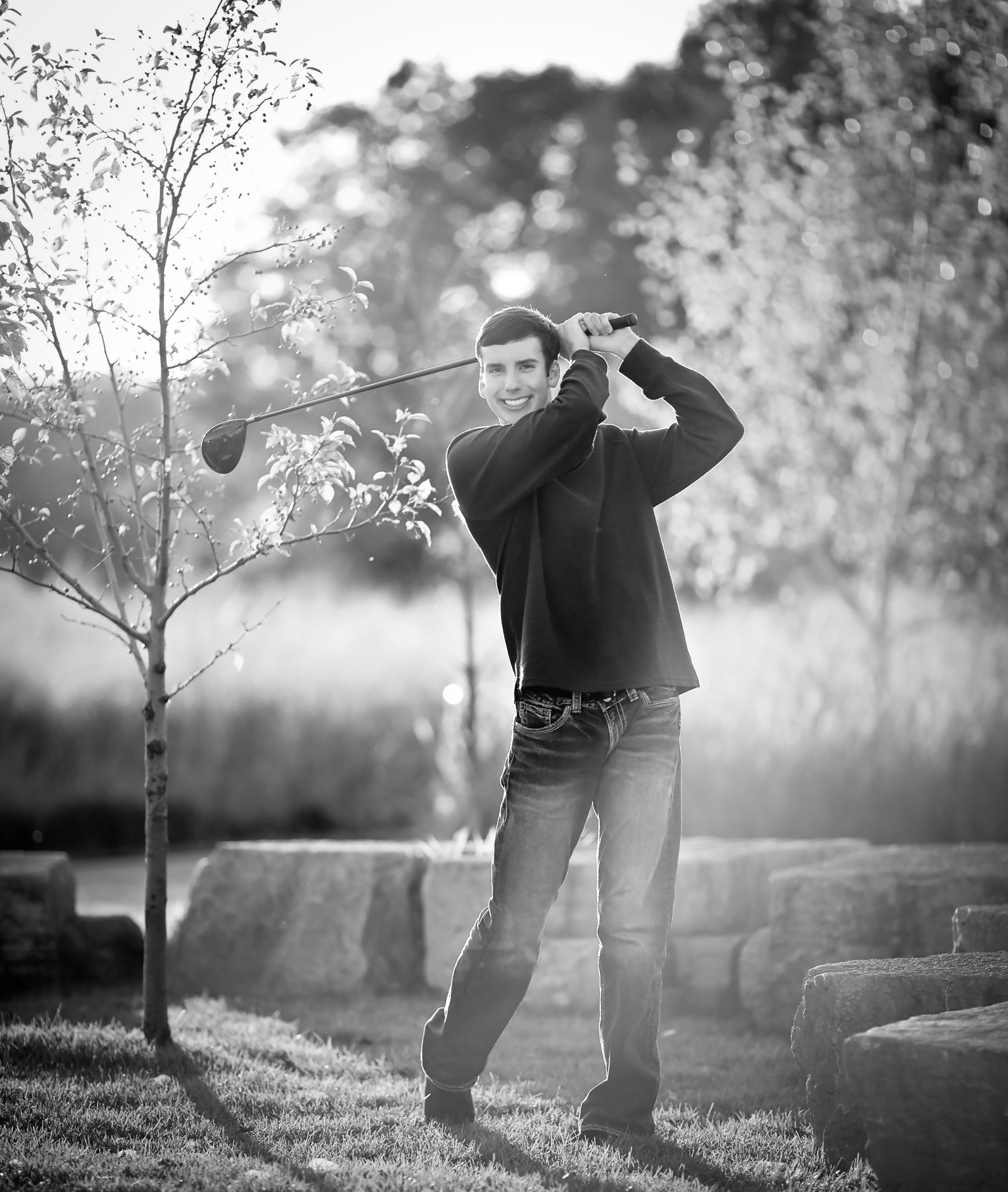 Senior Portraits of boy playing golf , Photographer in Senior Portrait Photographer in Savannah, GA
