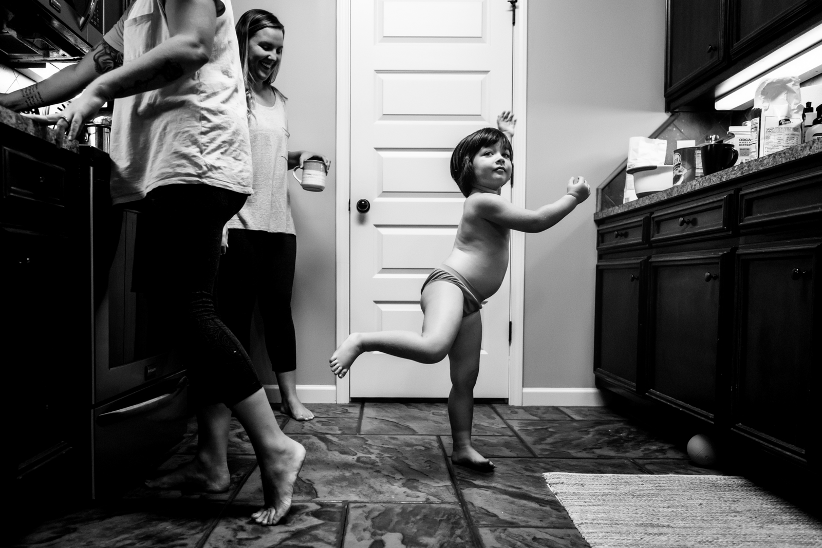 family photographer, columbus, ga, atlanta, documentary, photojournalism, little girl dancing kitchen_0906