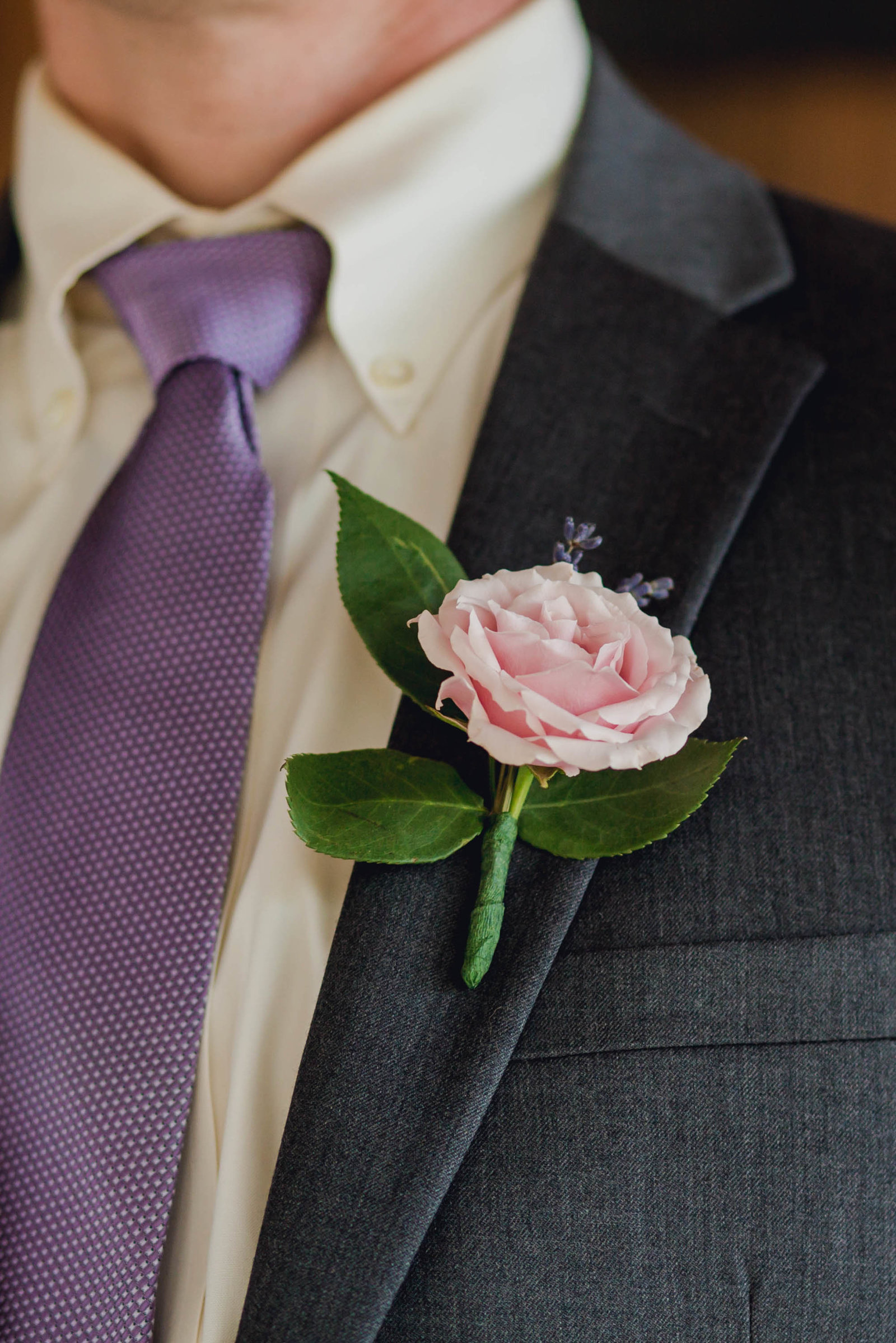 groom-boutonniere-spring-lookbook-pepper-plantation-black-white-blush-makeup-kate-timbers-photography108