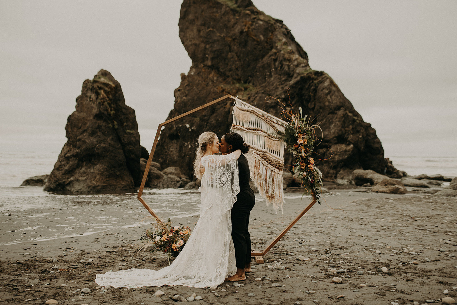 Ruby_Beach_Styled_Elopement_-_Run_Away_with_Me_Elopement_Collective_-_Kamra_Fuller_Photography_-_Ceremony-55