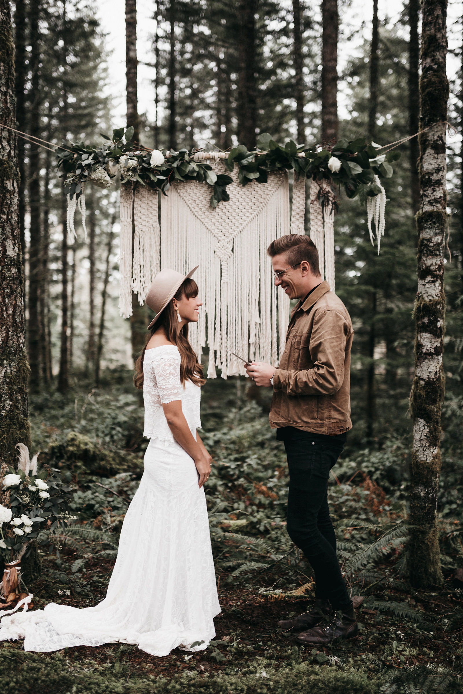 white-magazine-athena-camron-seattle-oregon-wedding-photography-woodlands-house-boho-elopement-inspiration-36