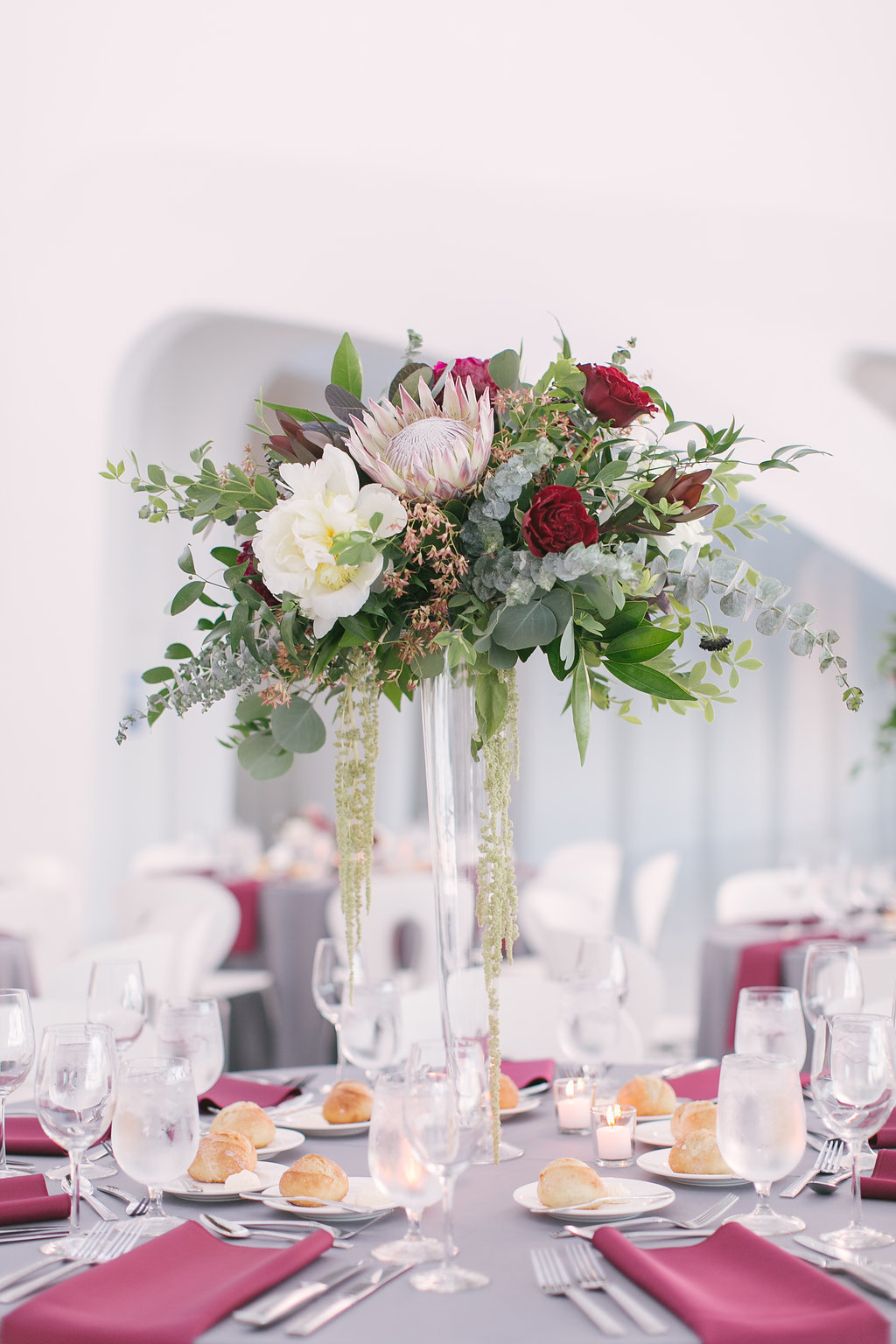 elegant-milwaukee-art-museum-wedding-centerpiece-feisty-flowers