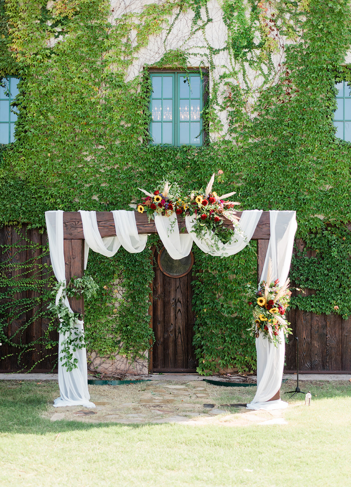 39-fall-wedding-arch-florals-oklahoma